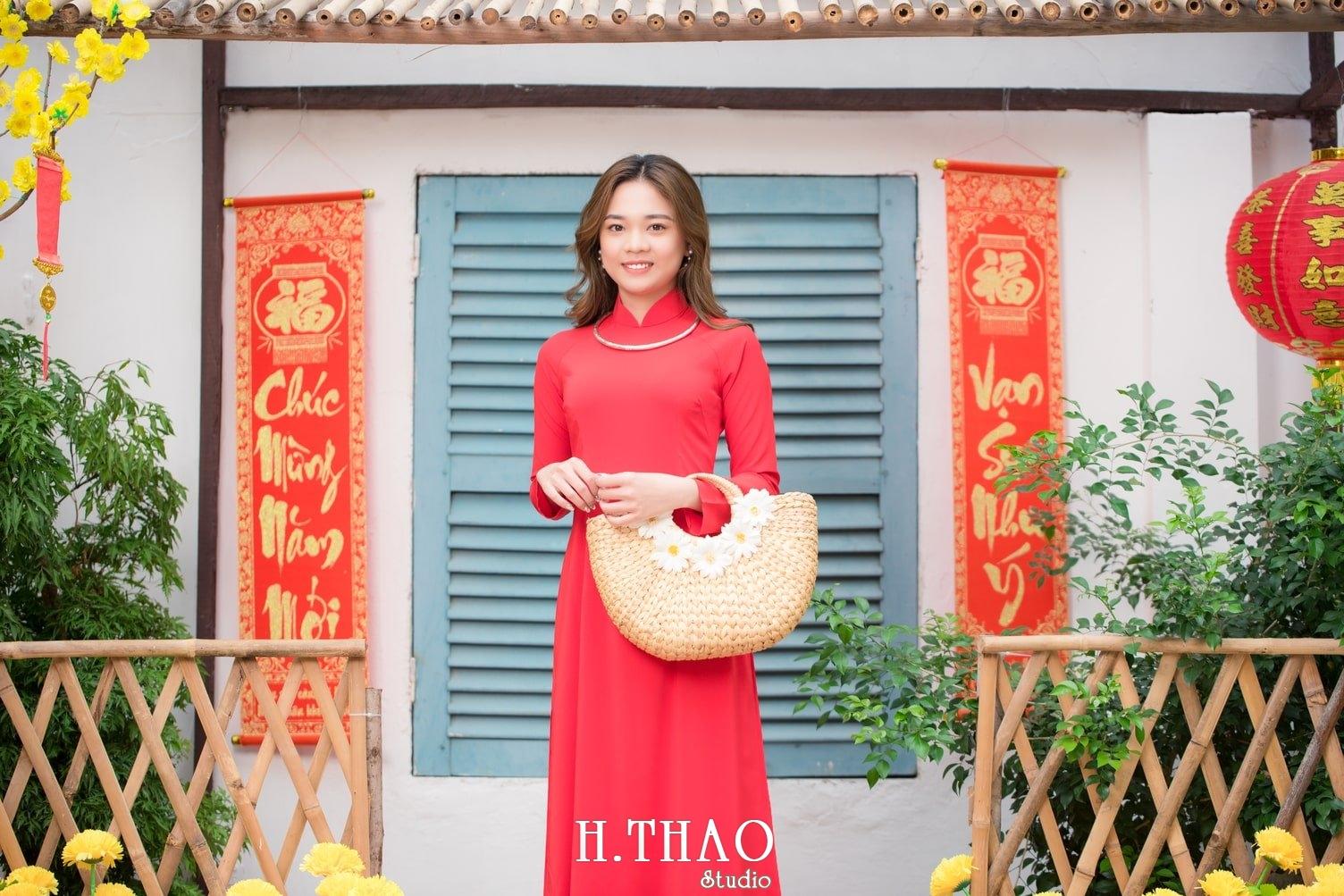 Ao dai tet do 10 - Top 40 ảnh áo dài chụp với Hoa đào, hoa mai tết tuyệt đẹp- HThao Studio