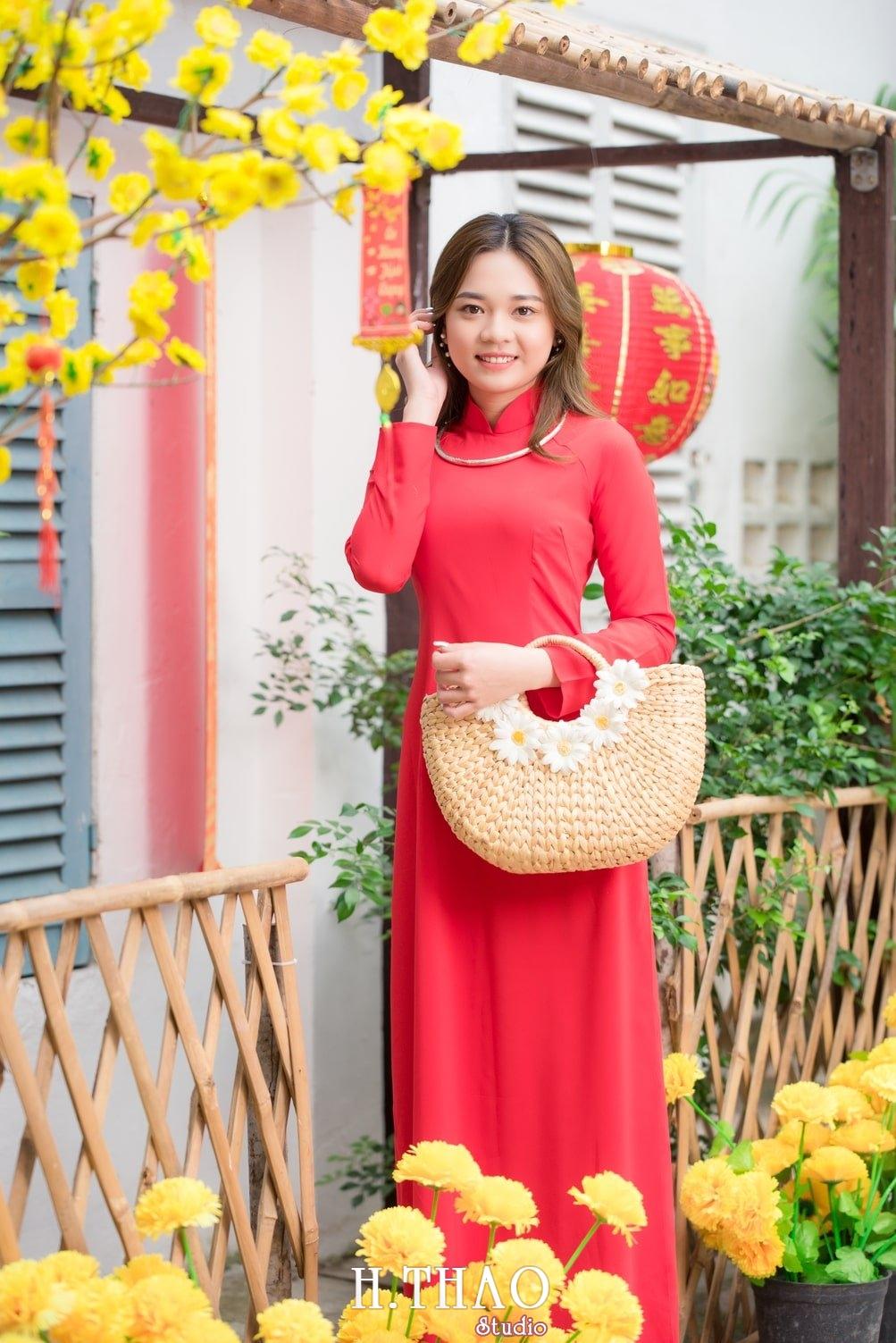 Ao dai tet do 11 - Top 40 ảnh áo dài chụp với Hoa đào, hoa mai tết tuyệt đẹp- HThao Studio