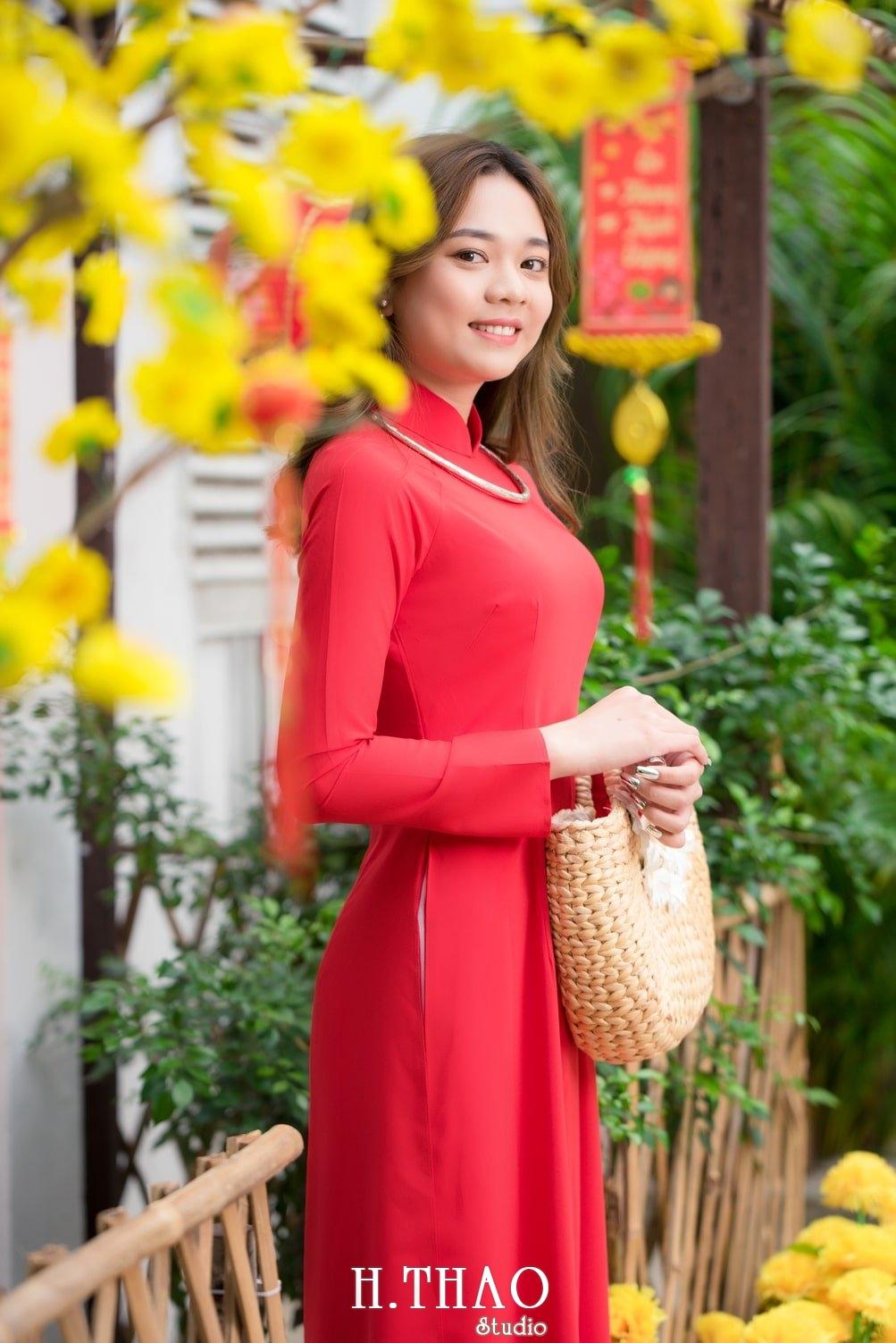 Ao dai tet do 12 - Top 40 ảnh áo dài chụp với Hoa đào, hoa mai tết tuyệt đẹp- HThao Studio