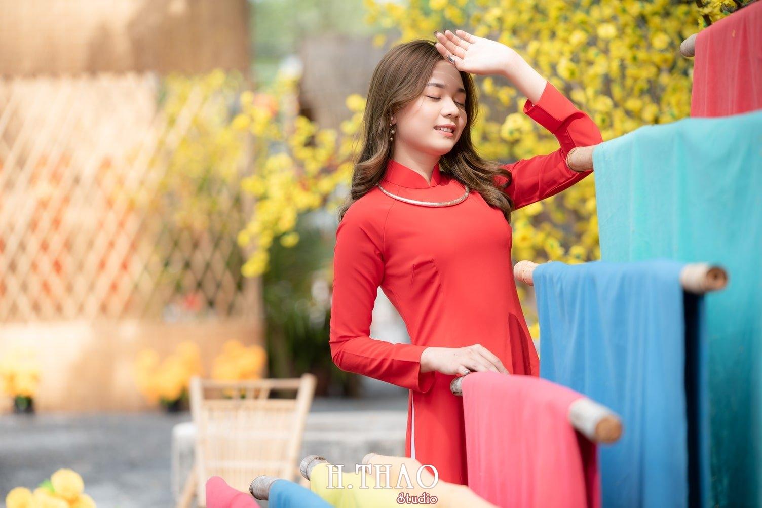 Ao dai tet do 2 - Top 40 ảnh áo dài chụp với Hoa đào, hoa mai tết tuyệt đẹp- HThao Studio