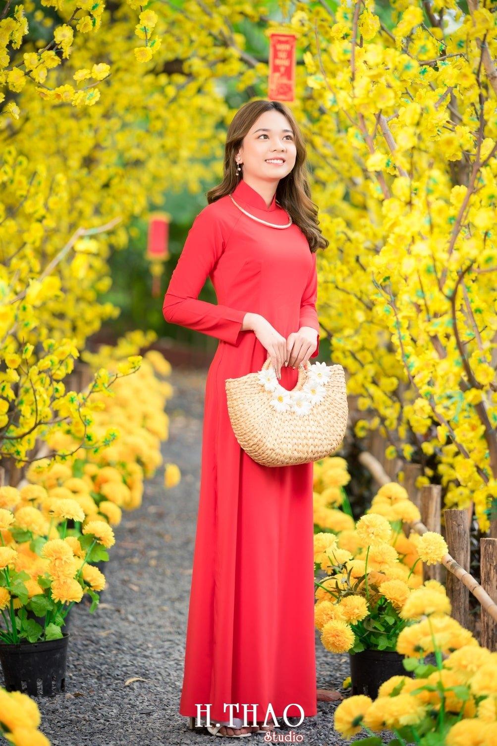 Ao dai tet do 3 - Top 40 ảnh áo dài chụp với Hoa đào, hoa mai tết tuyệt đẹp- HThao Studio