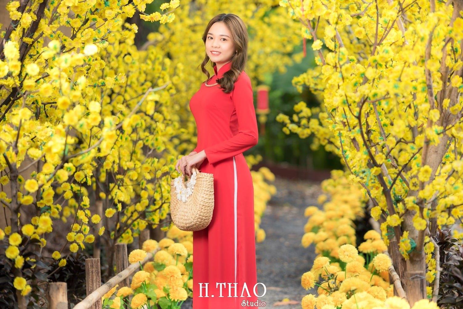 Ao dai tet do 4 - Top 40 ảnh áo dài chụp với Hoa đào, hoa mai tết tuyệt đẹp- HThao Studio