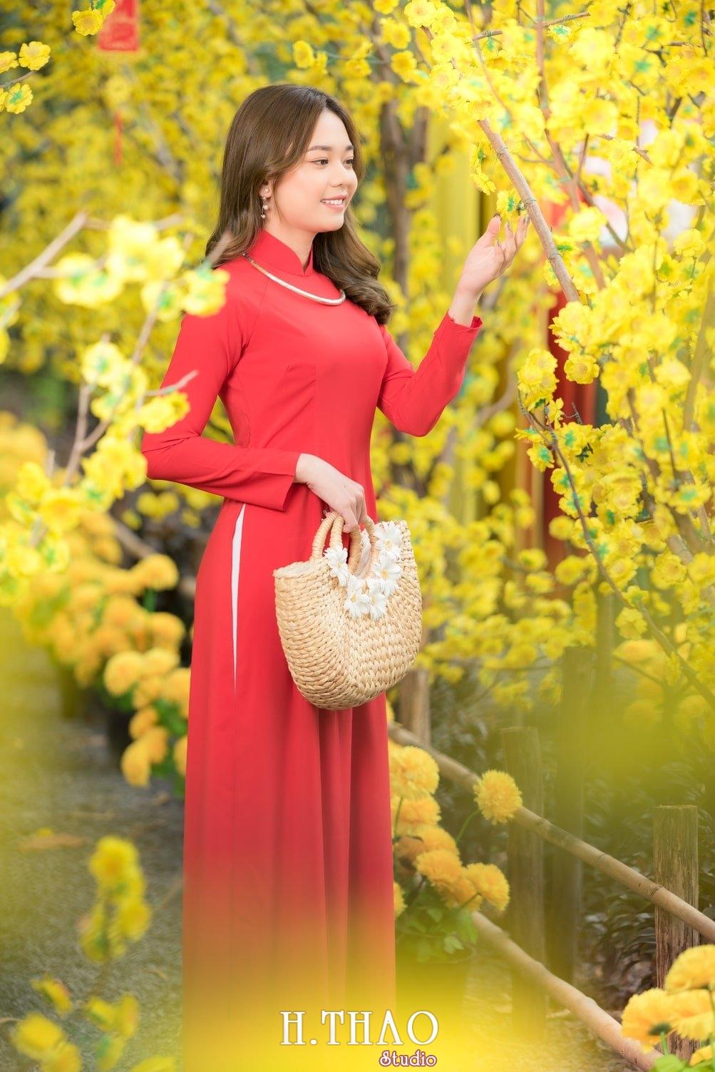 Ao dai tet do 5 - Top 40 ảnh áo dài chụp với Hoa đào, hoa mai tết tuyệt đẹp- HThao Studio