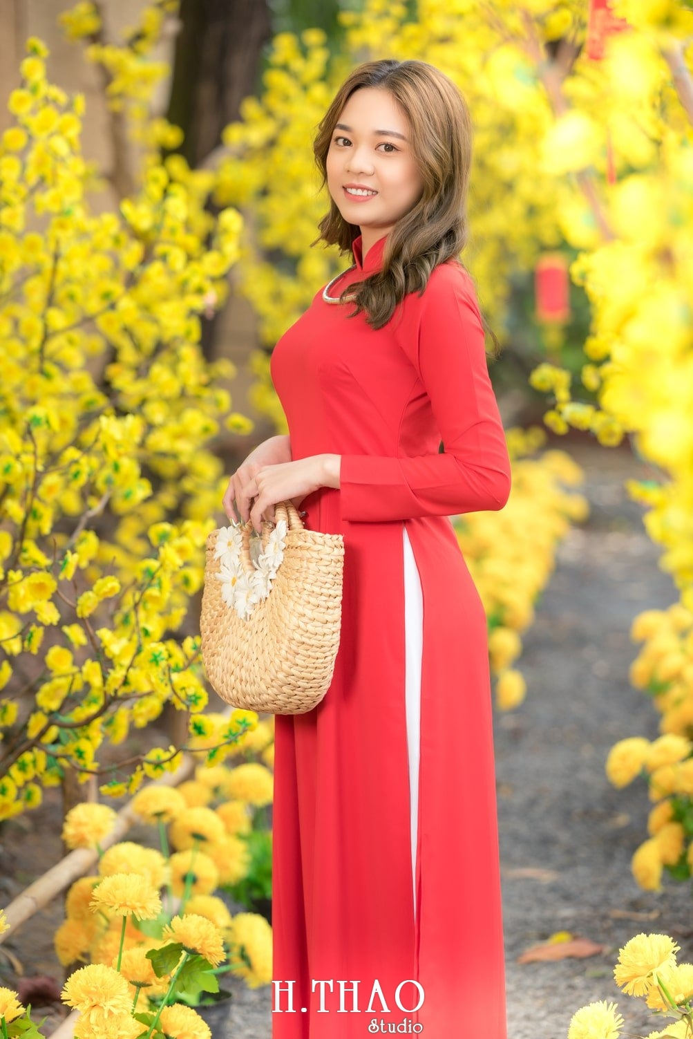 Ao dai tet do 6 - Top 40 ảnh áo dài chụp với Hoa đào, hoa mai tết tuyệt đẹp- HThao Studio