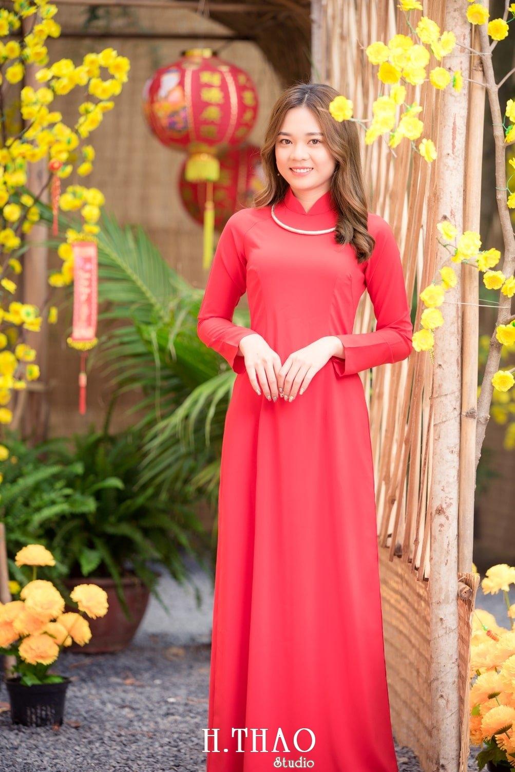 Ao dai tet do 9 - Top 40 ảnh áo dài chụp với Hoa đào, hoa mai tết tuyệt đẹp- HThao Studio