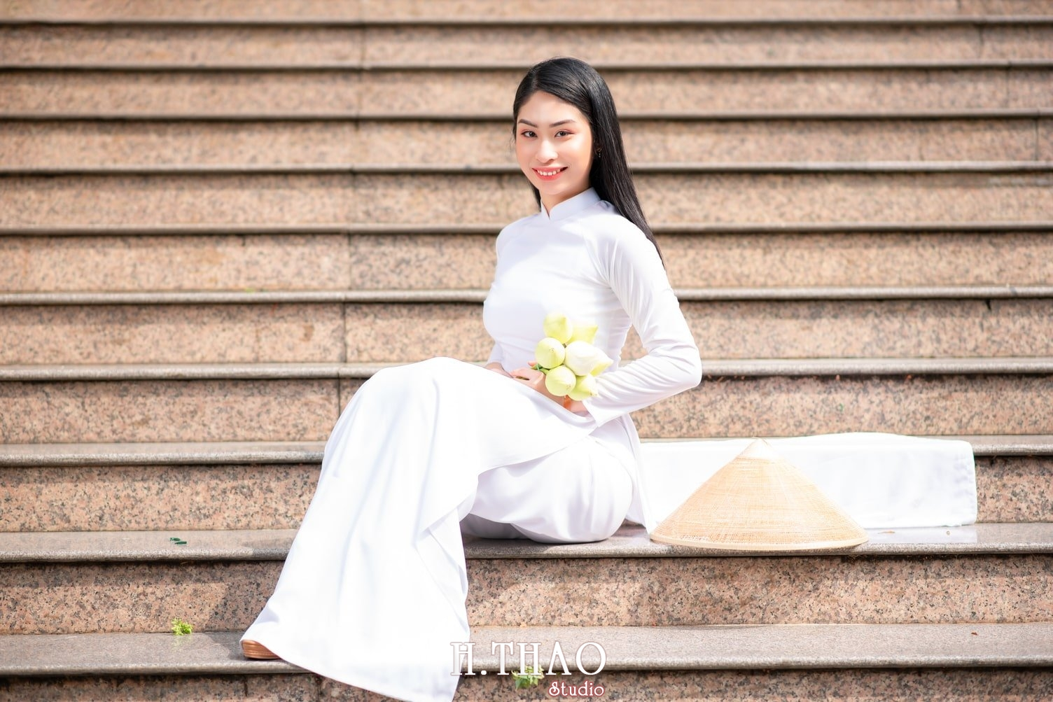Ao dai trang 13 - Album áo dài trắng tại Thiền Viện Vạn Hạnh - HThao Studio
