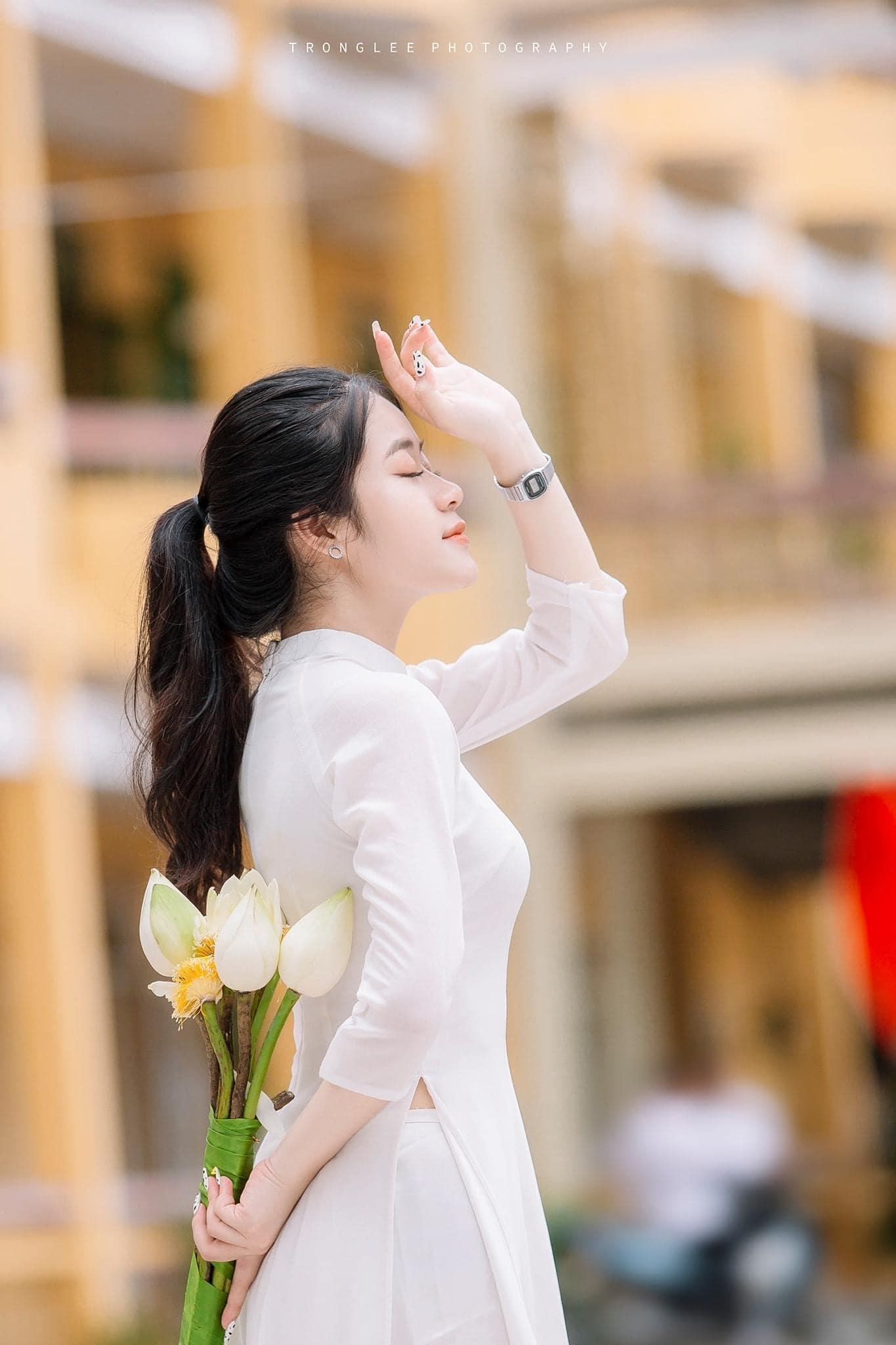 Tao dang voi ao dai 1 - 49 cách tạo dáng chụp ảnh với áo dài tuyệt đẹp - HThao Studio