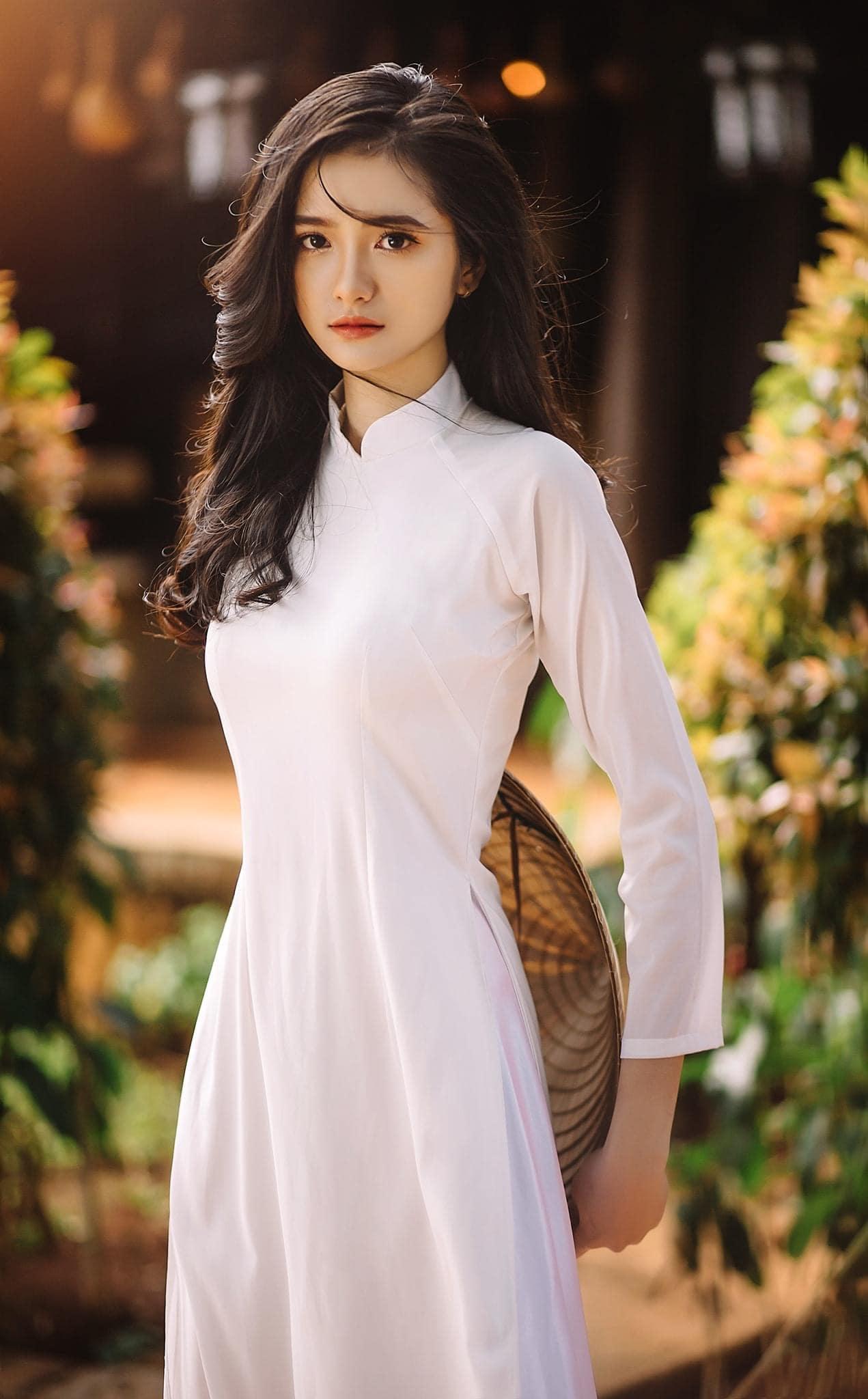 Tao dang voi ao dai 3 - 49 cách tạo dáng chụp ảnh với áo dài tuyệt đẹp - HThao Studio