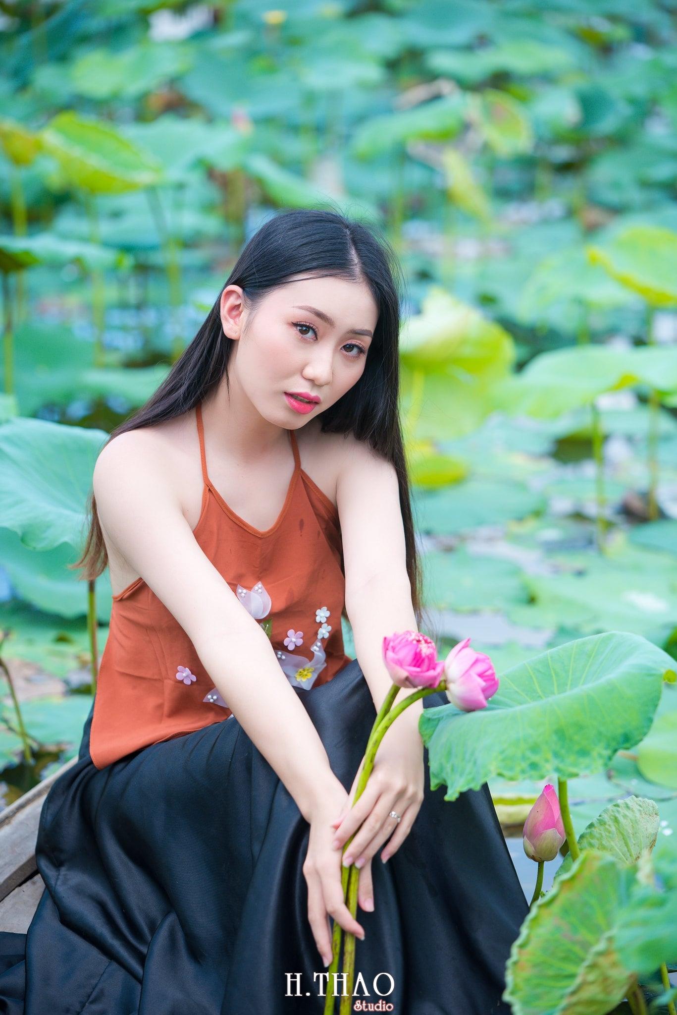 ao yem hoa sen 12 - Album ảnh chụp áo yếm với hoa sen đẹp dịu dàng - HThao Studio