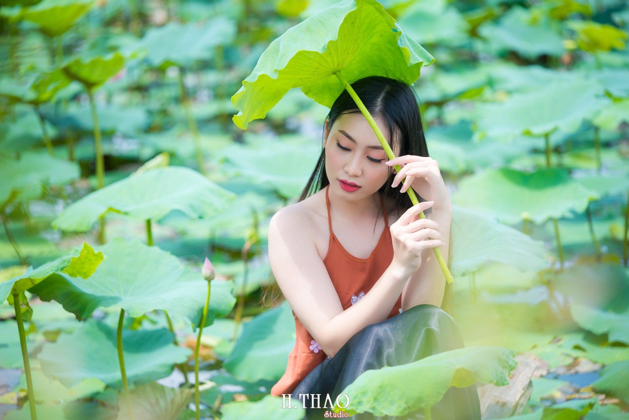 ao yem hoa sen 14 - Album ảnh chụp áo yếm với hoa sen đẹp dịu dàng - HThao Studio