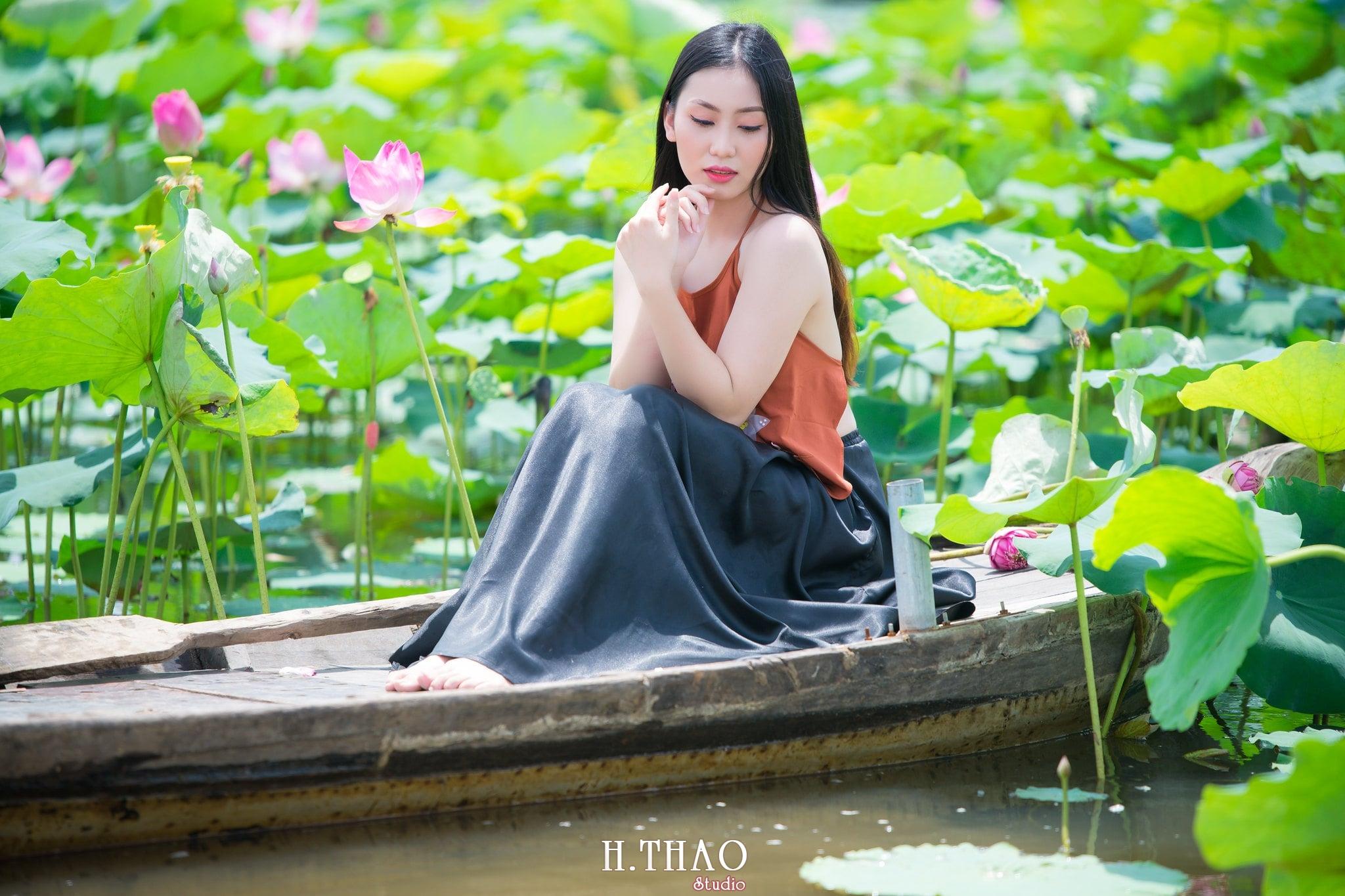 ao yem hoa sen 18 - Album ảnh chụp áo yếm với hoa sen đẹp dịu dàng - HThao Studio