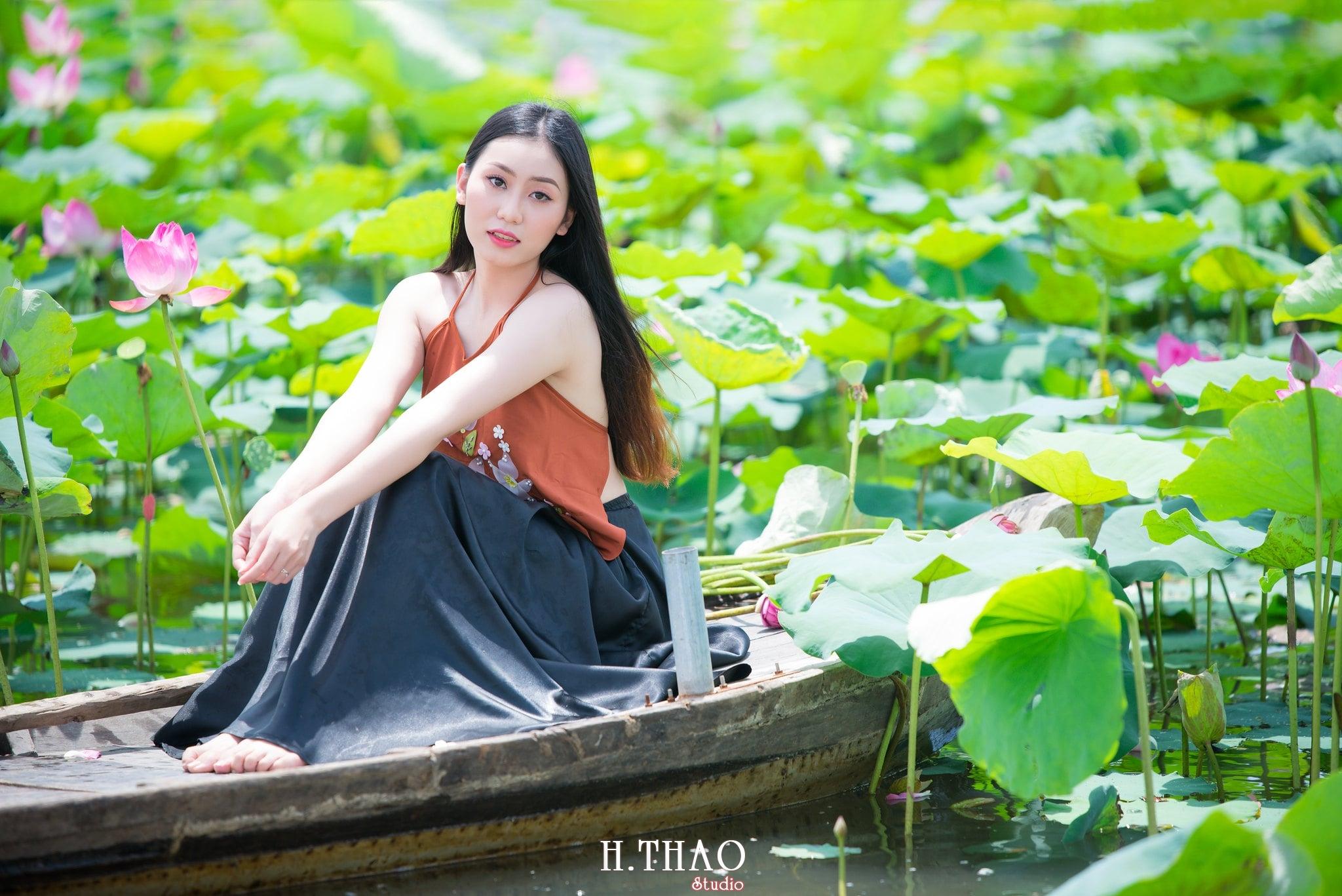 ao yem hoa sen 19 - Album ảnh chụp áo yếm với hoa sen đẹp dịu dàng - HThao Studio