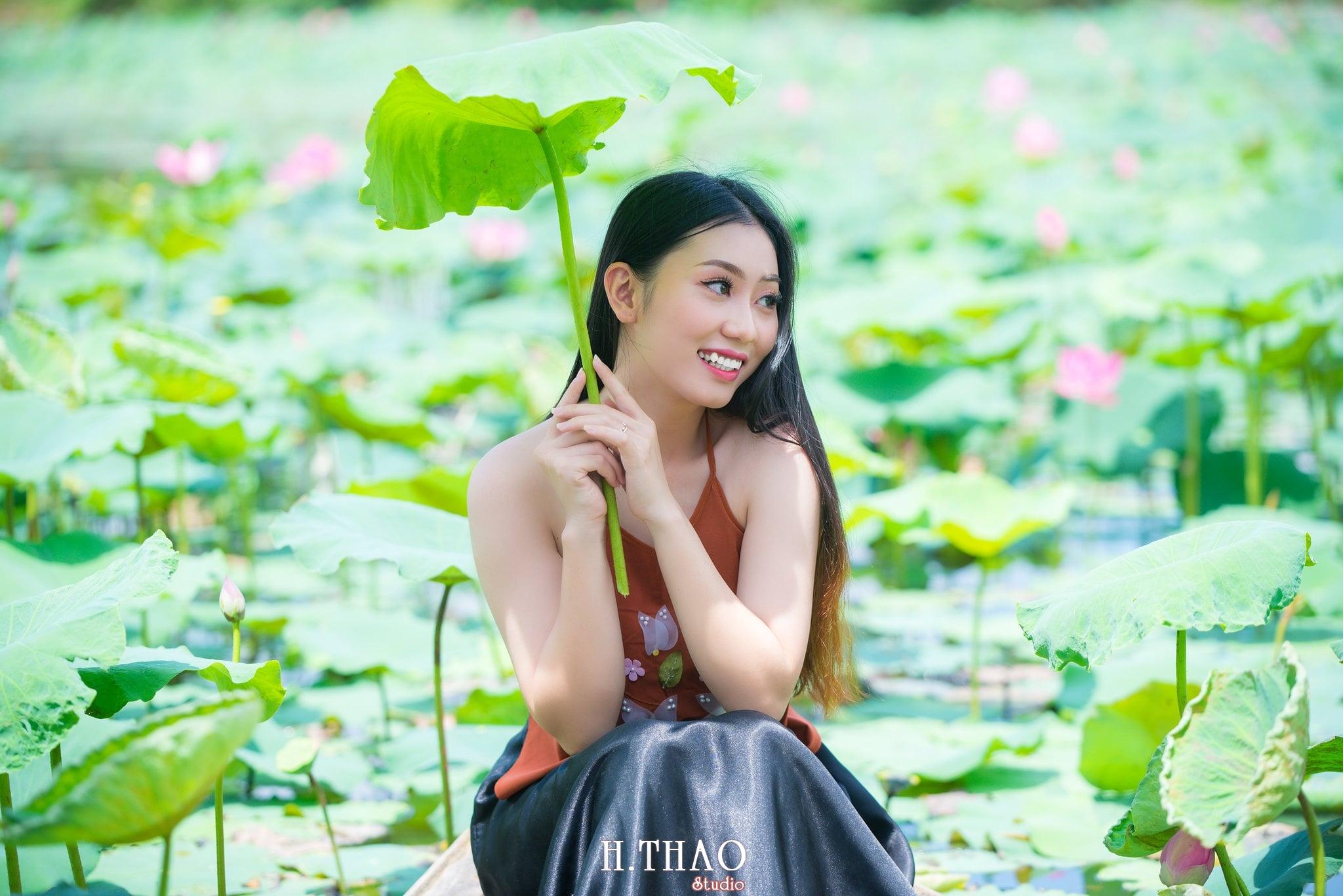 ao yem hoa sen 2 - Album ảnh chụp áo yếm với hoa sen đẹp dịu dàng - HThao Studio