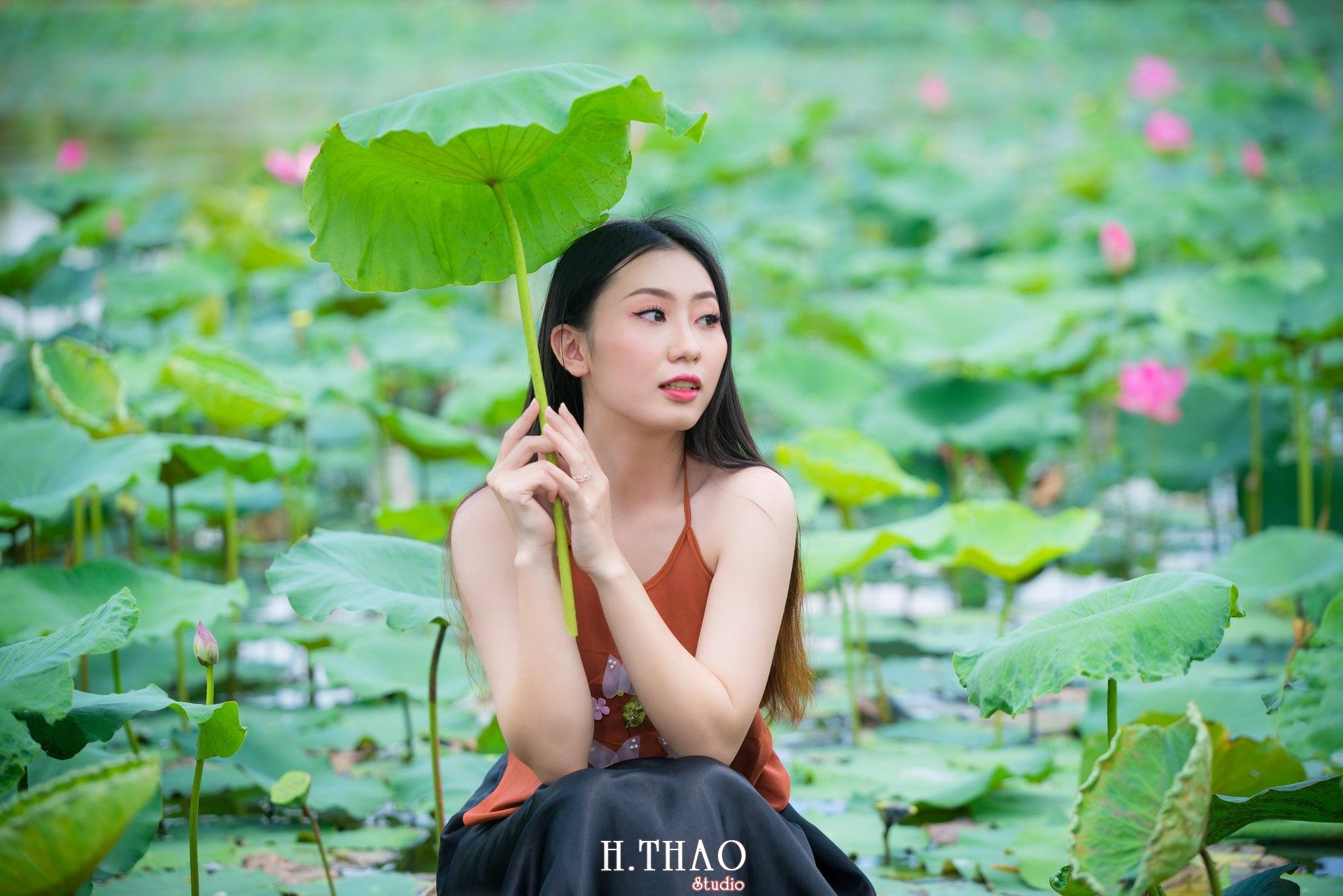 ao yem hoa sen 6 - Album ảnh chụp áo yếm với hoa sen đẹp dịu dàng - HThao Studio