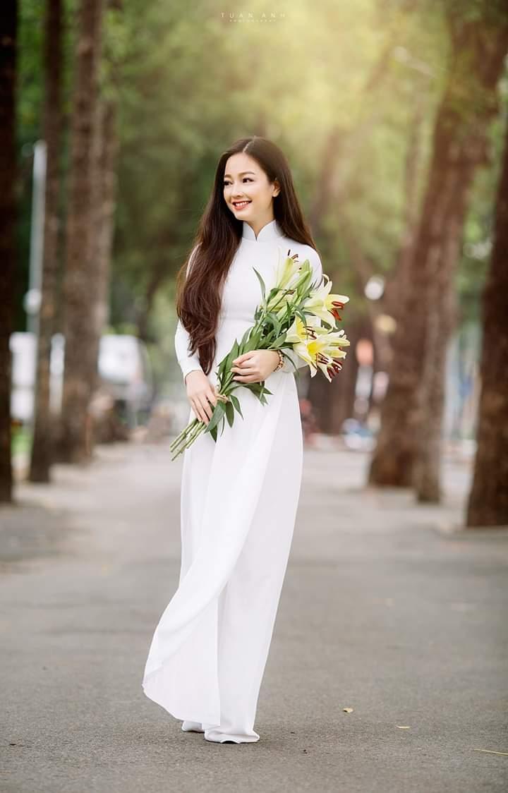 tao dang chup anh ao dai dep 10 - 49 cách tạo dáng chụp ảnh với áo dài tuyệt đẹp - HThao Studio