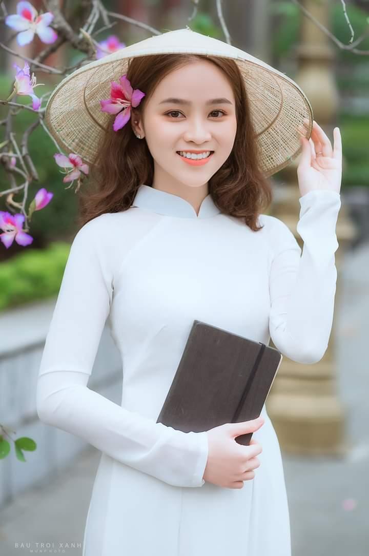 tao dang chup anh ao dai dep 2 - 49 cách tạo dáng chụp ảnh với áo dài tuyệt đẹp - HThao Studio