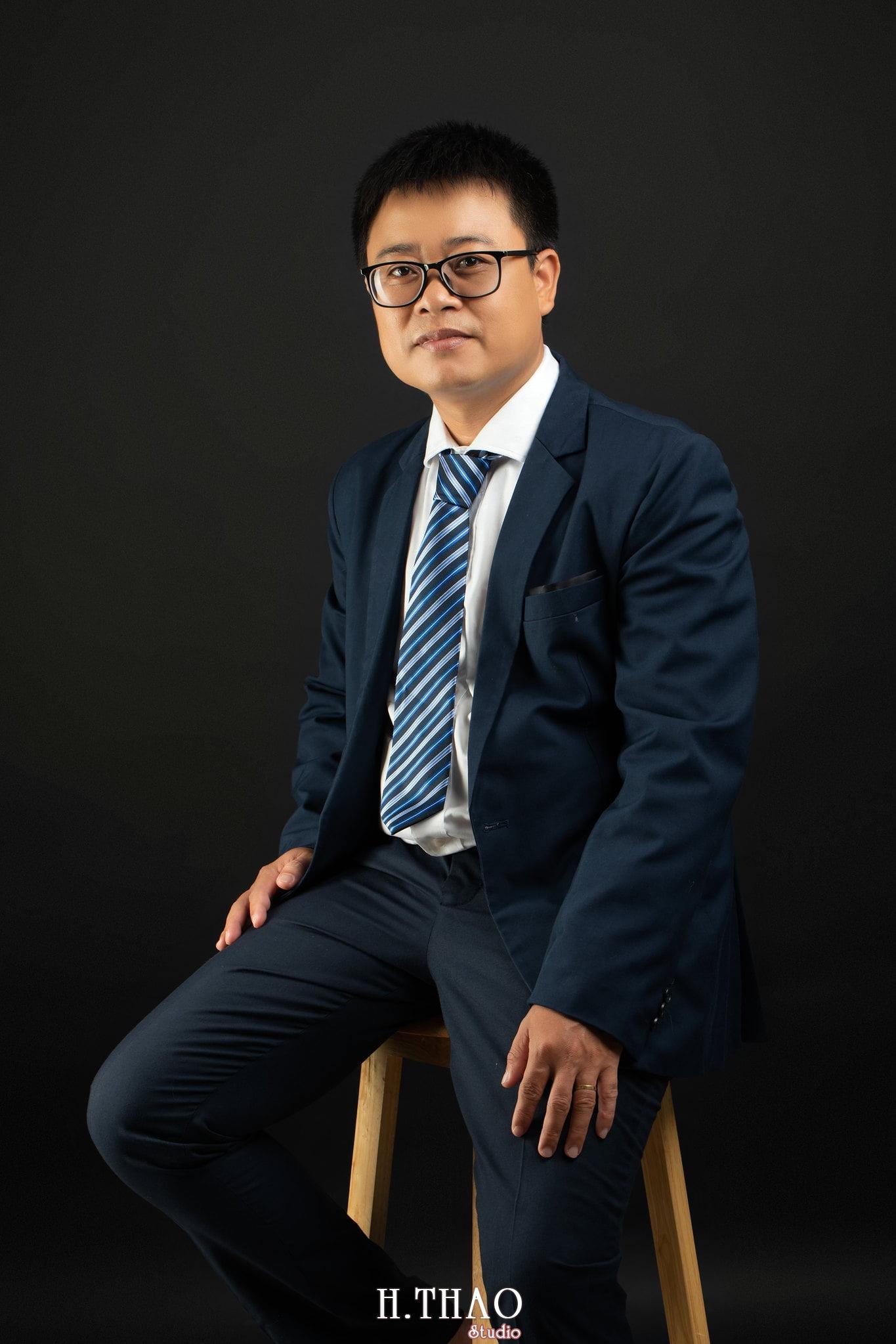 Giam doc Hoang 1 - Album ảnh giám đốc Hoàng VIB lịch lãm - HThao Studio