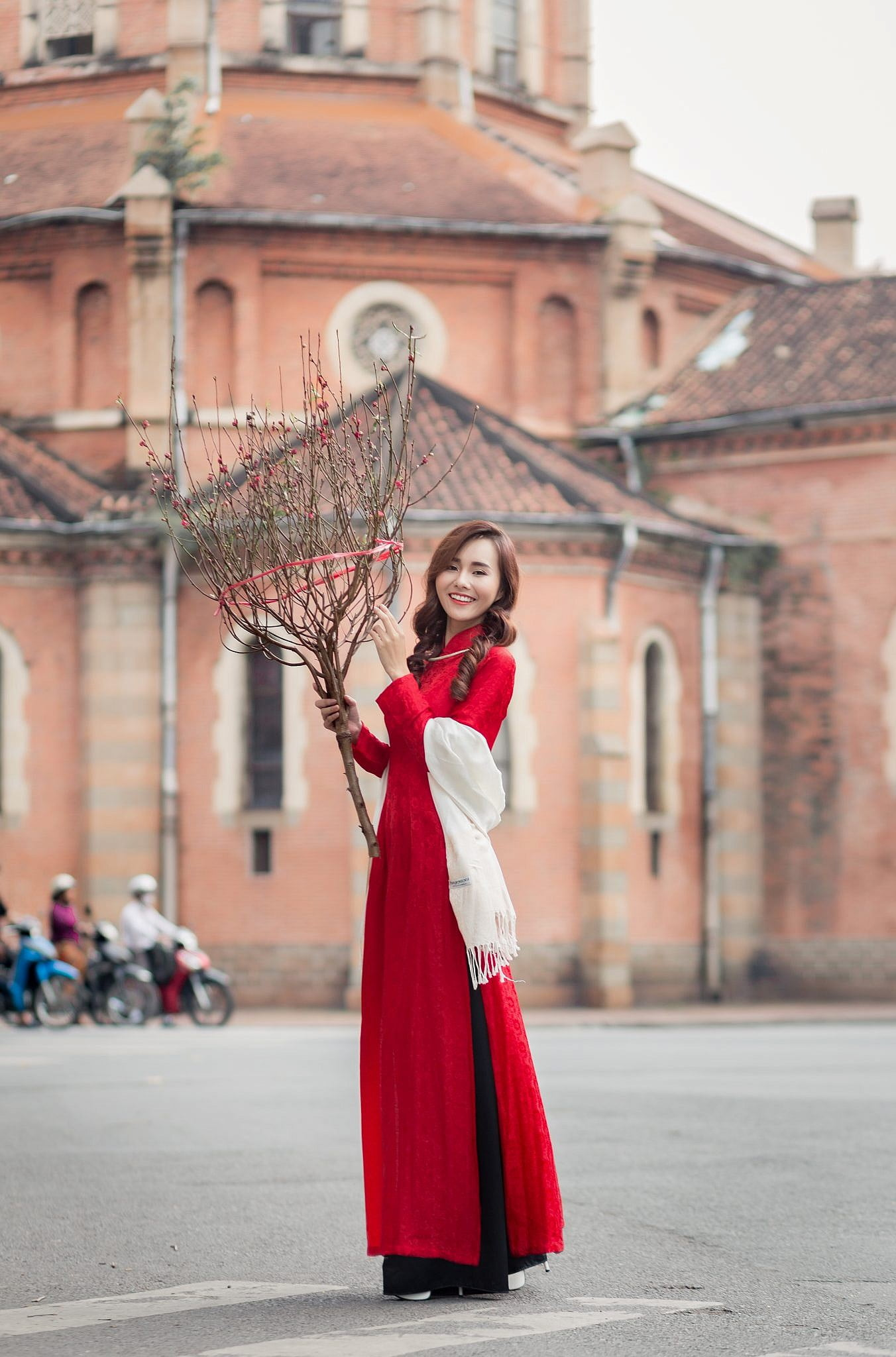 chụp hình áo dài ở nhà thờ đức bà