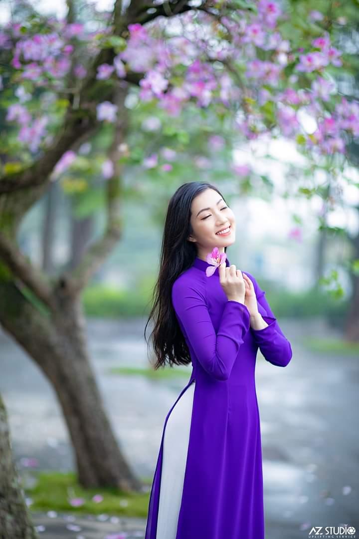 tao dang chup anh ao dai 1 - 49 cách tạo dáng chụp ảnh với áo dài tuyệt đẹp - HThao Studio