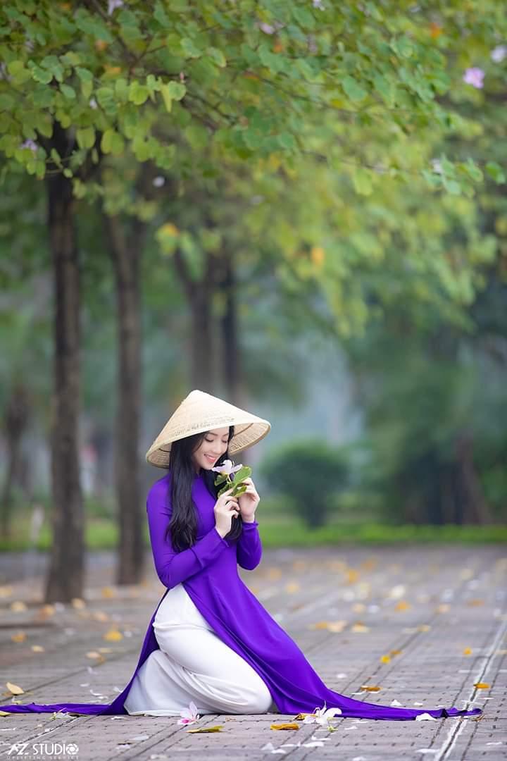 tao dang chup anh ao dai 4 - 49 cách tạo dáng chụp ảnh với áo dài tuyệt đẹp - HThao Studio