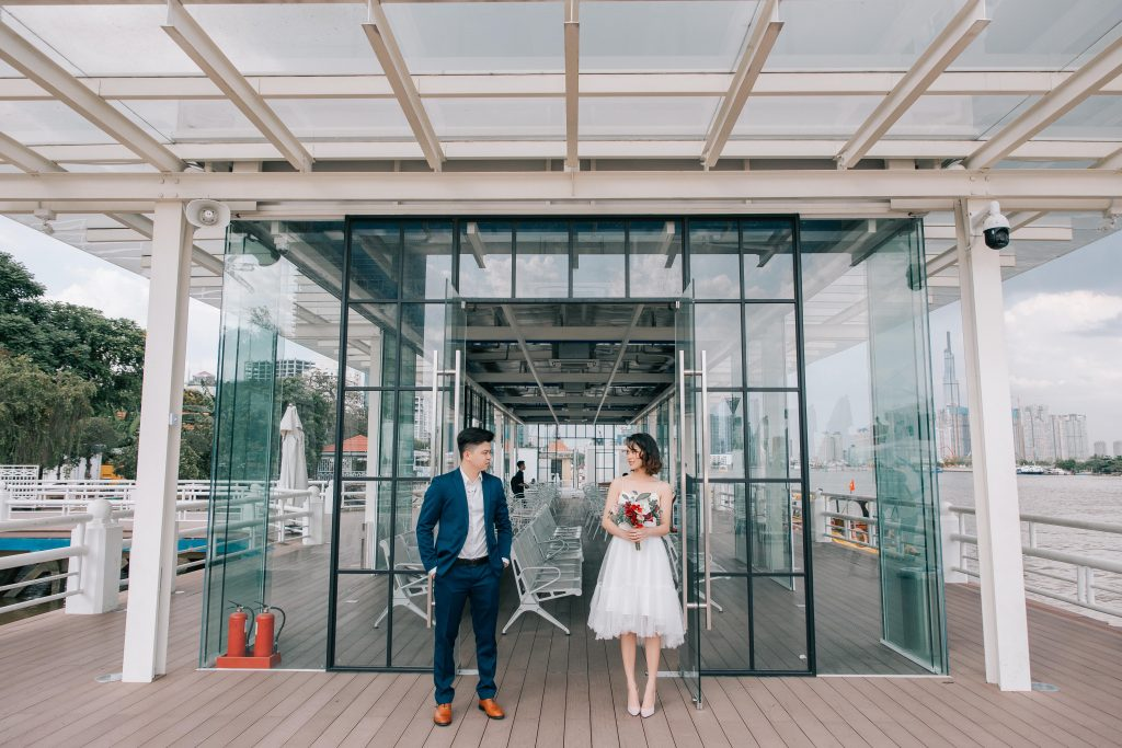 Ảnh cưới chụp ở bến tàu Bạch Đằng Quận 1