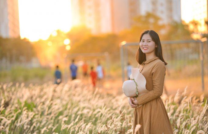 Co lau quan 9 5 min 680x438 - Góc ảnh cỏ lau quận 2 tuyệt đẹp với nắng chiều - HThao Studio