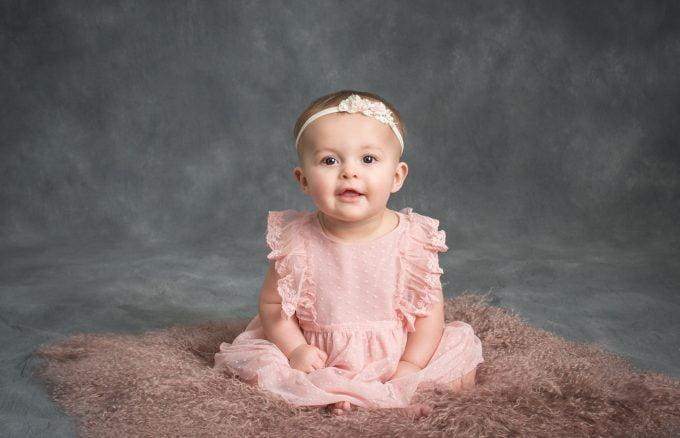baby 1 min 680x438 - Gợi ý thời trang kiểu tây cho bé