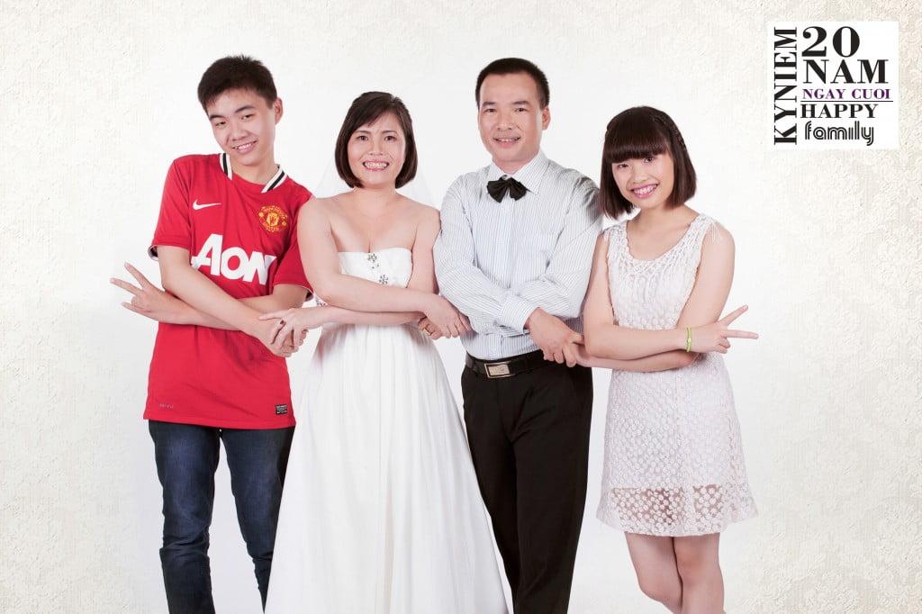 tạo dáng chụp ảnh gia đình 4 người đẹp