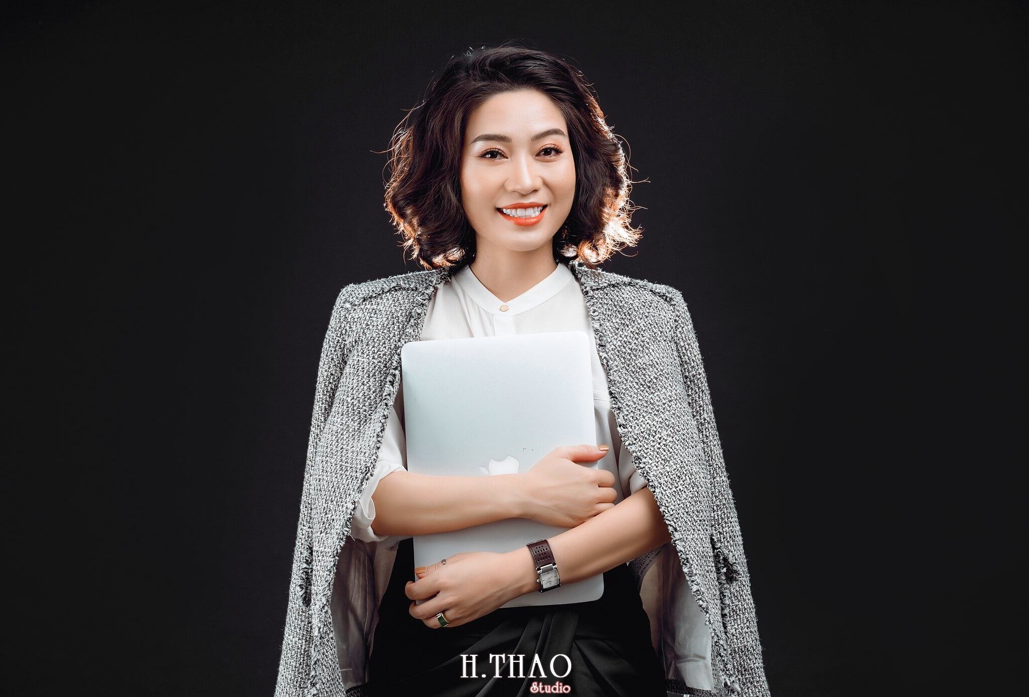 Doanh nhan nu 6 - Chụp ảnh nữ doanh nhân Lan Nguyễn tại HThao Studio – Tp.HCM