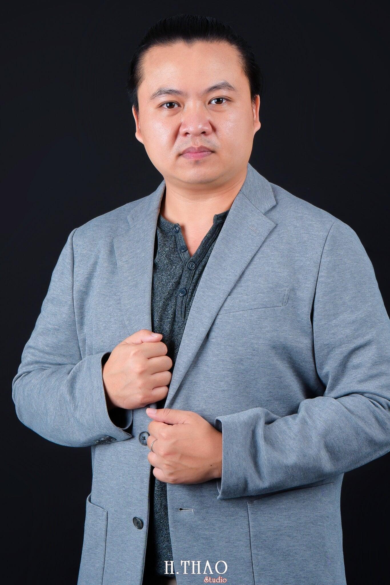 anh doanh nhan nam 1 - Dịch vụ chụp hình công ty, doanh nghiệp tại Tp.HCM -HThao Studio
