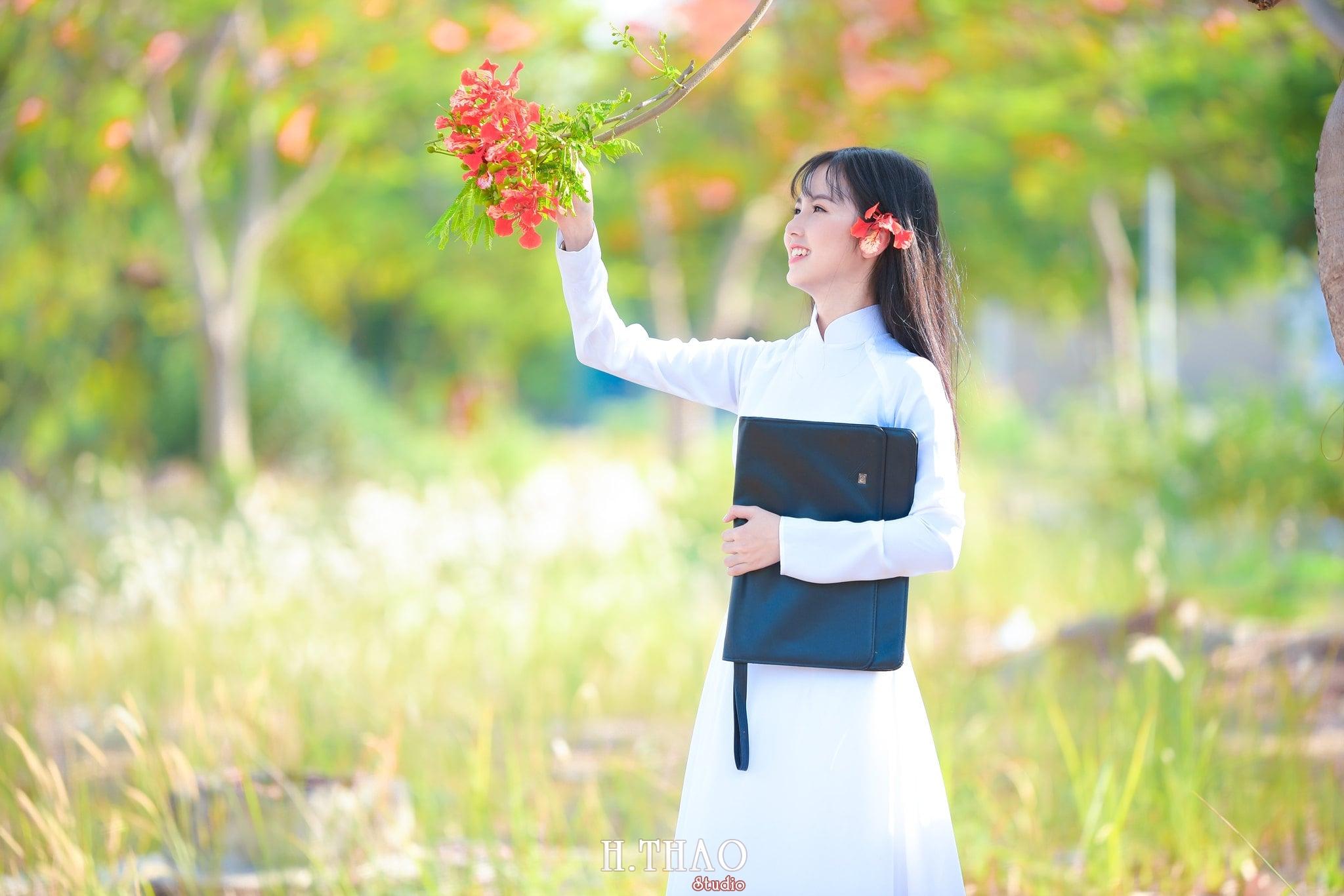 ao dai quan 2 13 - 49 cách tạo dáng chụp ảnh với áo dài tuyệt đẹp - HThao Studio
