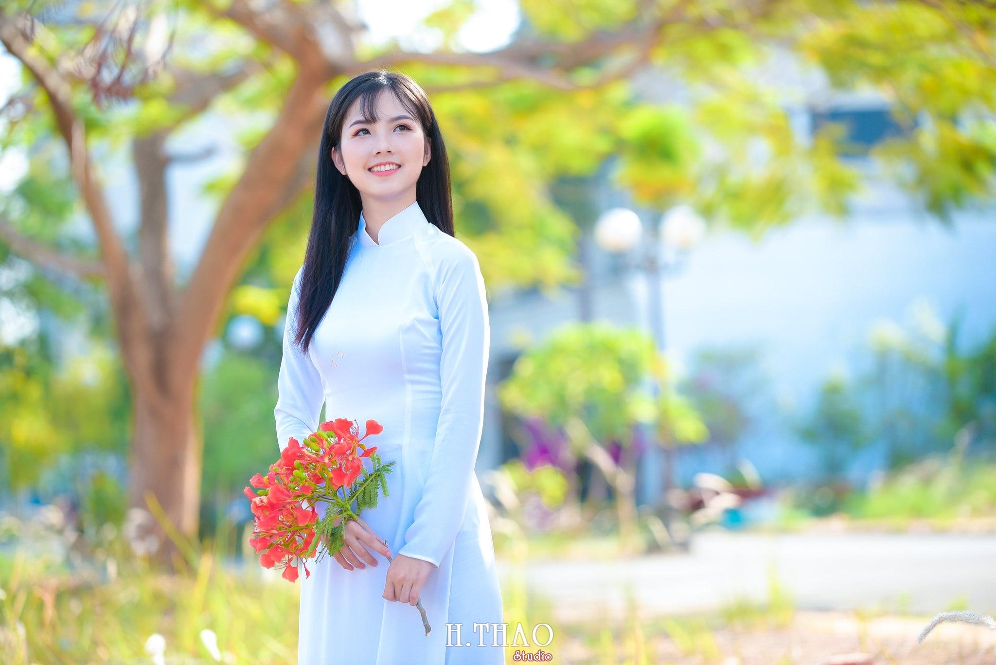 ao dai quan 2 17 - Bộ hình nữ sinh chụp với hoa phượng ở Sài Gòn tuyệt đẹp – HThao Studio