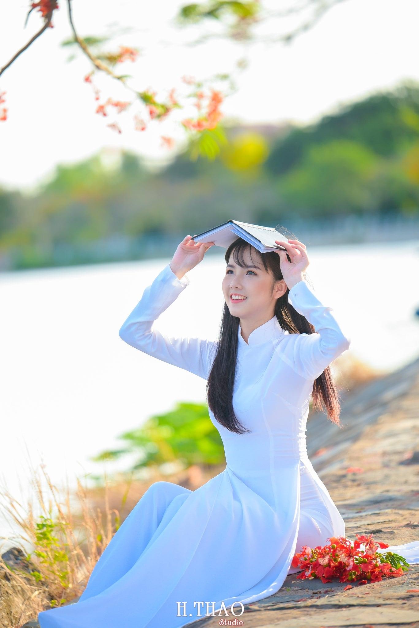 ao dai quan 2 6 - Báo giá chụp hình hoa phượng trọn gói - HThao Studio
