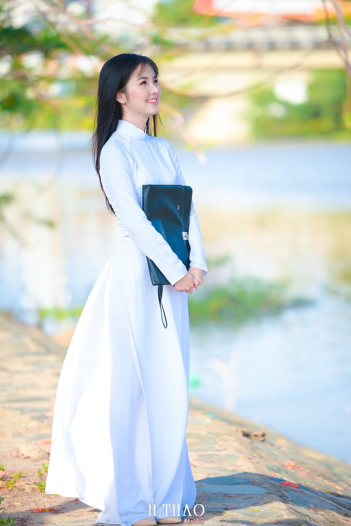 ao dai quan 2 9 - 49 cách tạo dáng chụp ảnh với áo dài tuyệt đẹp - HThao Studio
