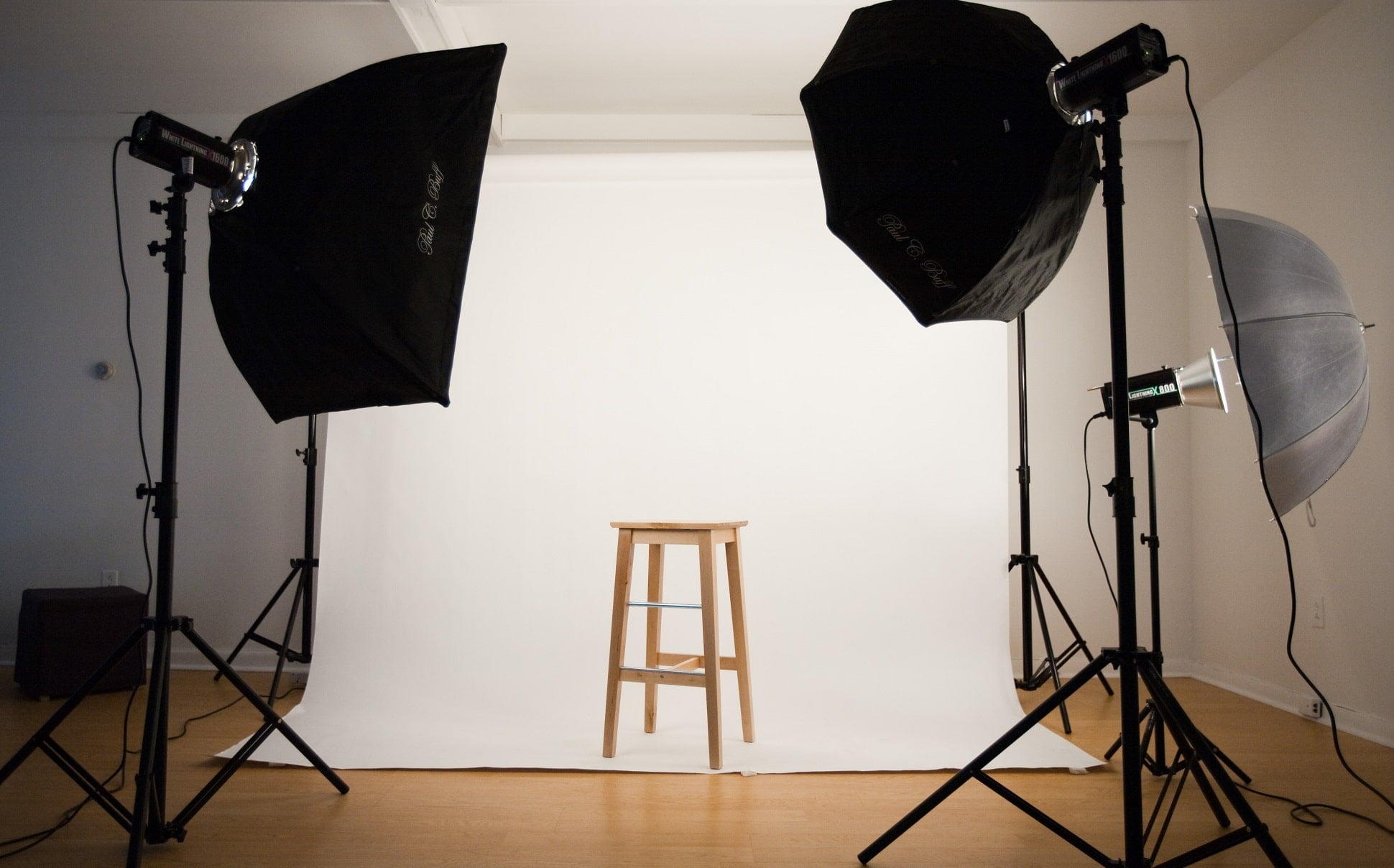 setup studio min - Quy trình chụp hình công ty, profile nhân sự công ty - HThao Studio