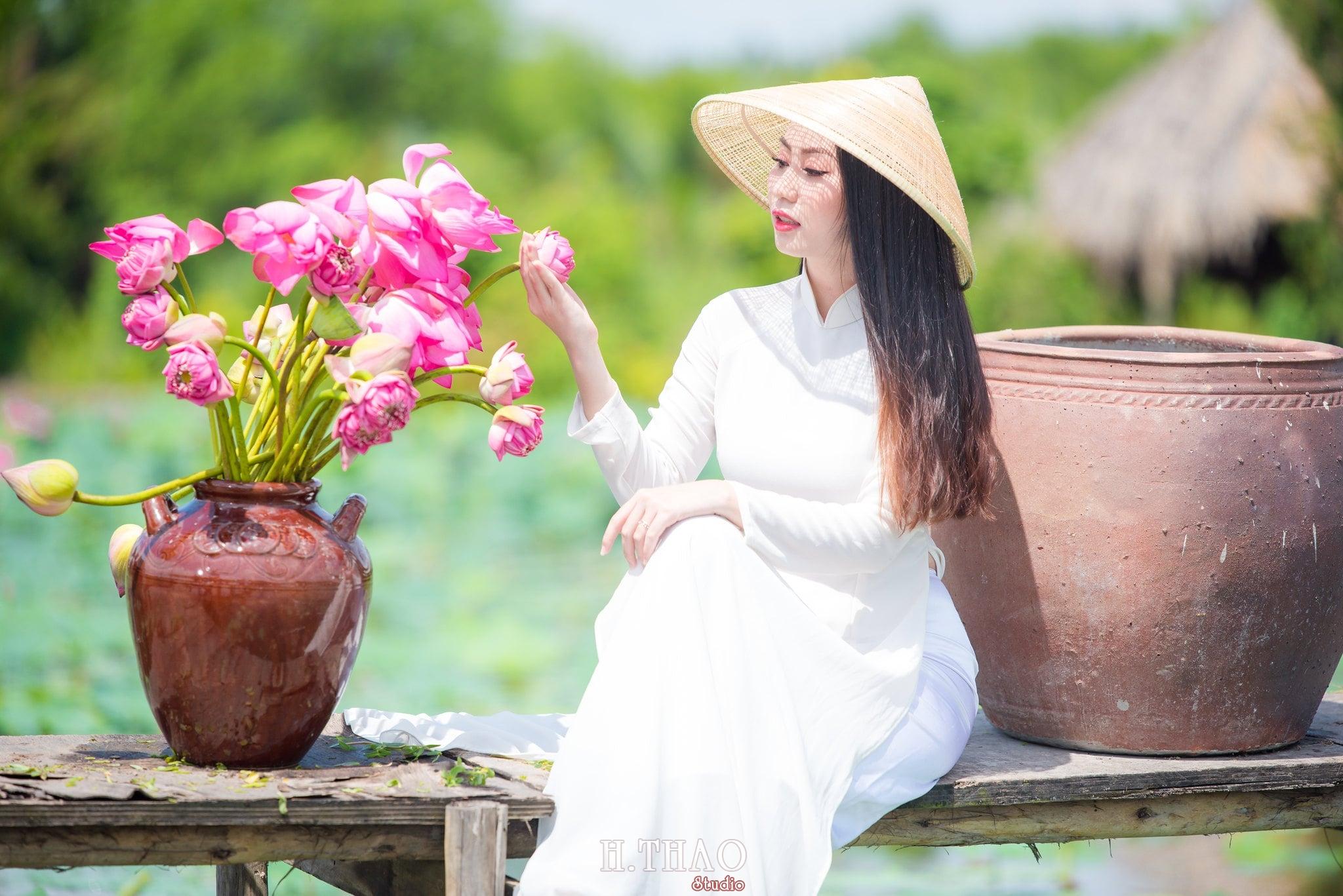 Chup hinh hoa sen 1 - Góc ảnh thiếu nữ bên hoa sen tam đa quận 9 tuyệt đẹp - HThao Studio