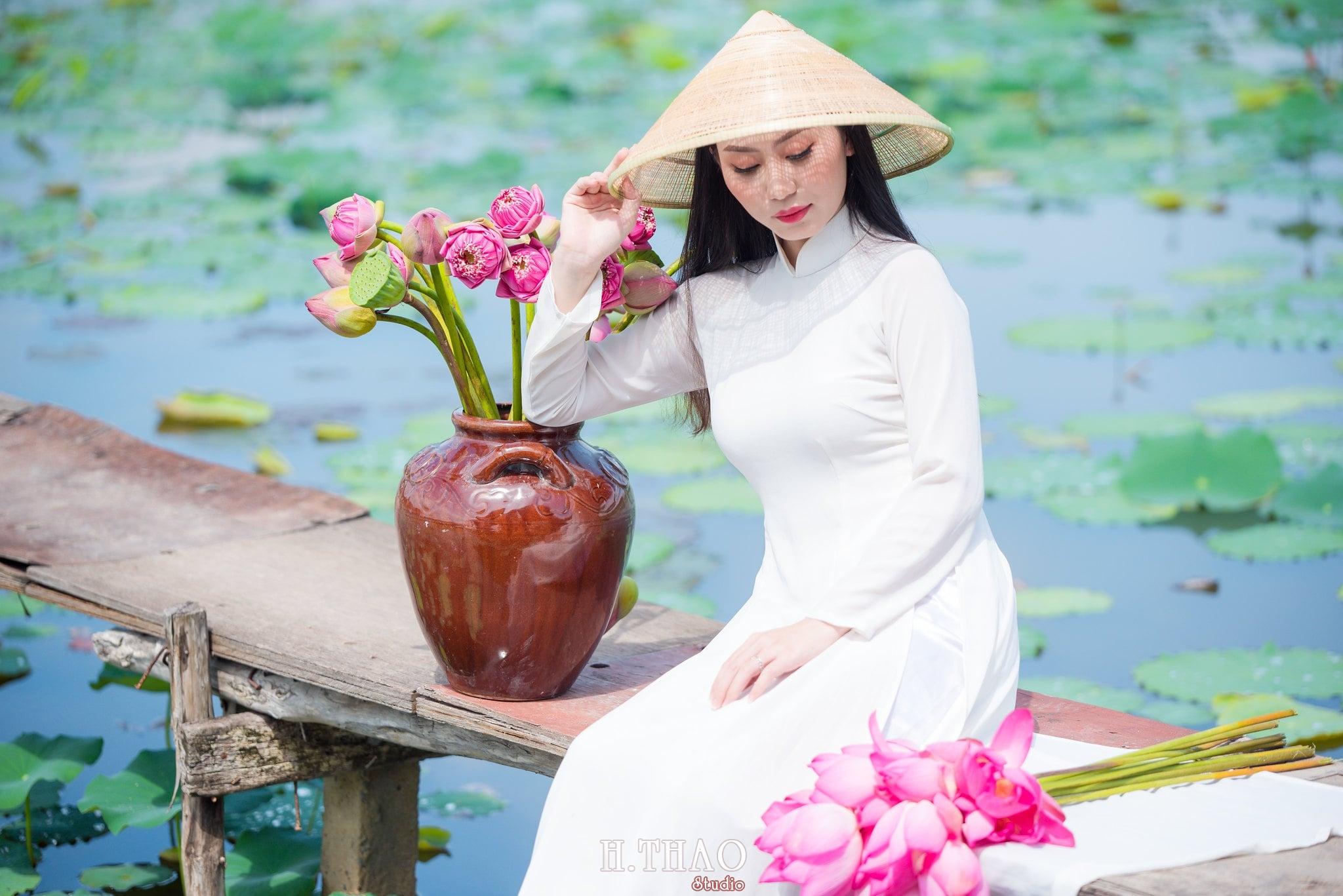 Chup hinh hoa sen 10 - Góc ảnh thiếu nữ bên hoa sen tam đa quận 9 tuyệt đẹp - HThao Studio