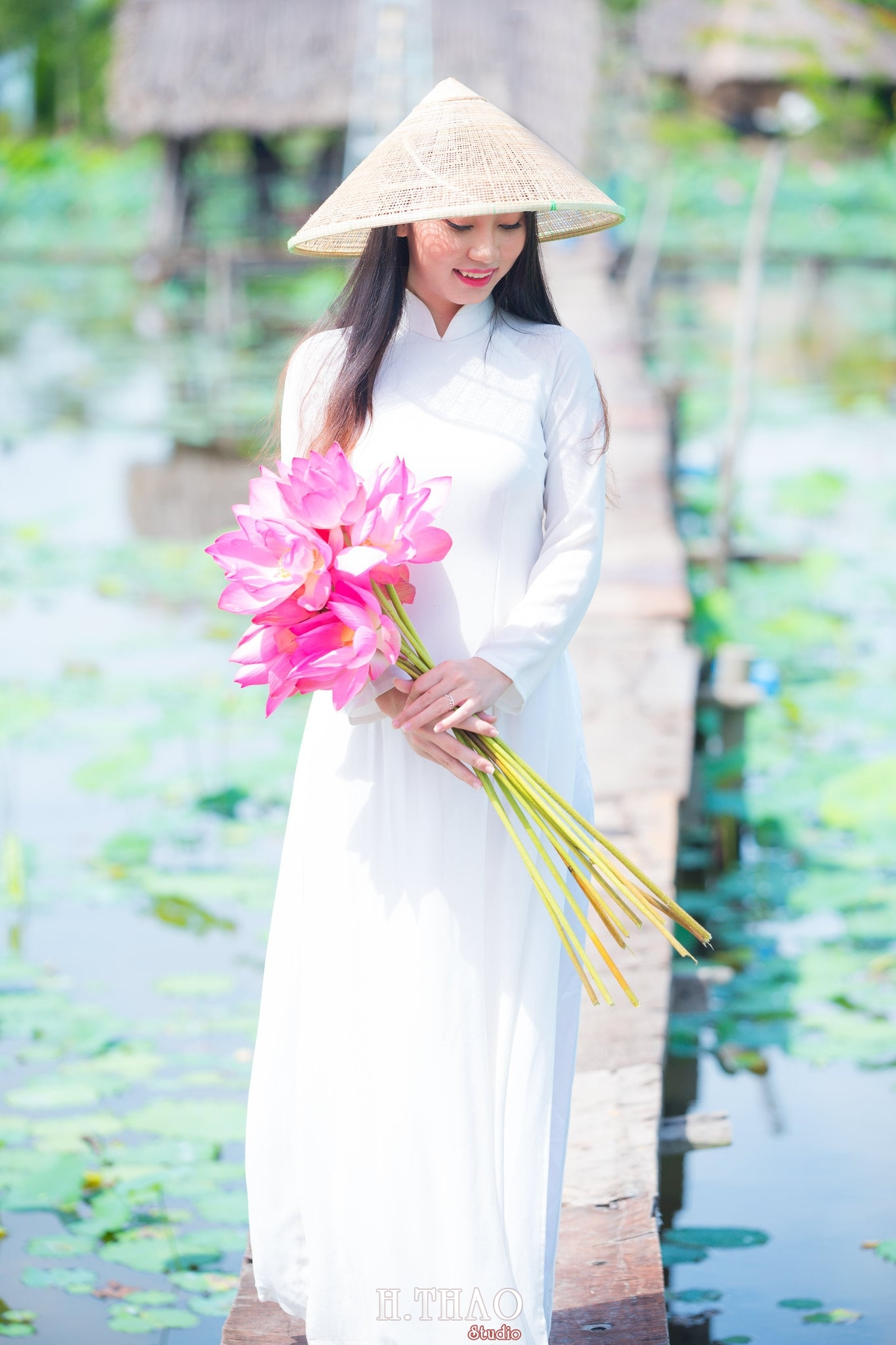 Chup hinh hoa sen 12 - Góc ảnh thiếu nữ bên hoa sen tam đa quận 9 tuyệt đẹp - HThao Studio