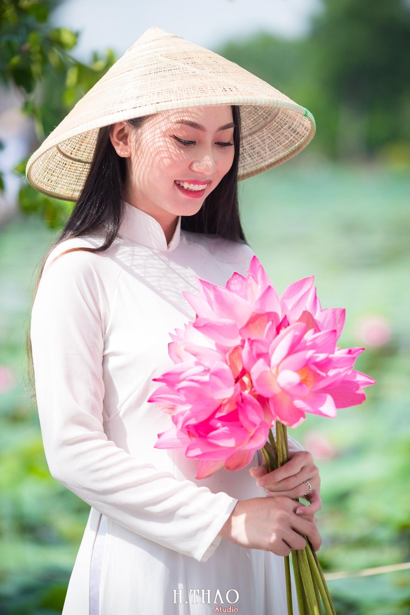 Chup hinh hoa sen 14 - Góc ảnh thiếu nữ bên hoa sen tam đa quận 9 tuyệt đẹp - HThao Studio