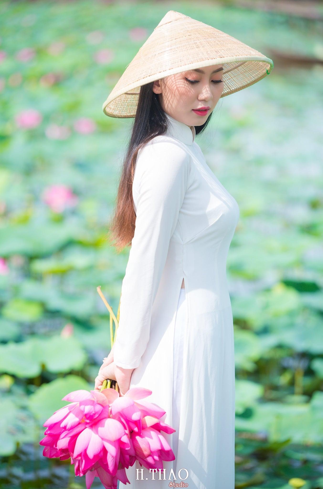 Chup hinh hoa sen 15 - Góc ảnh thiếu nữ bên hoa sen tam đa quận 9 tuyệt đẹp - HThao Studio