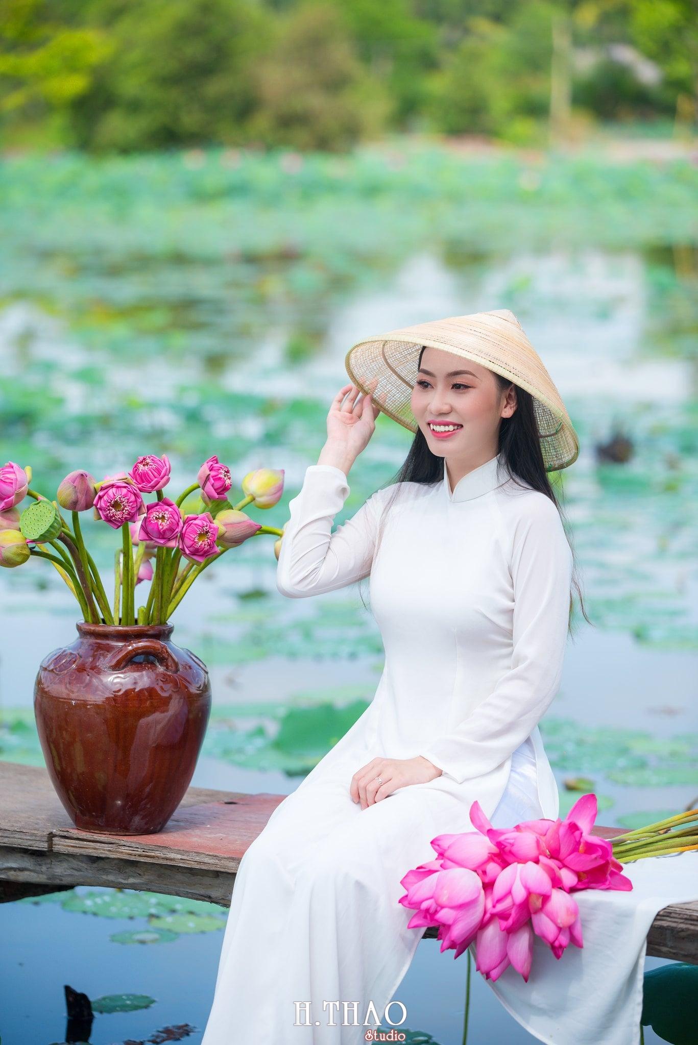 Chup hinh hoa sen 17 - Góc ảnh thiếu nữ bên hoa sen tam đa quận 9 tuyệt đẹp - HThao Studio