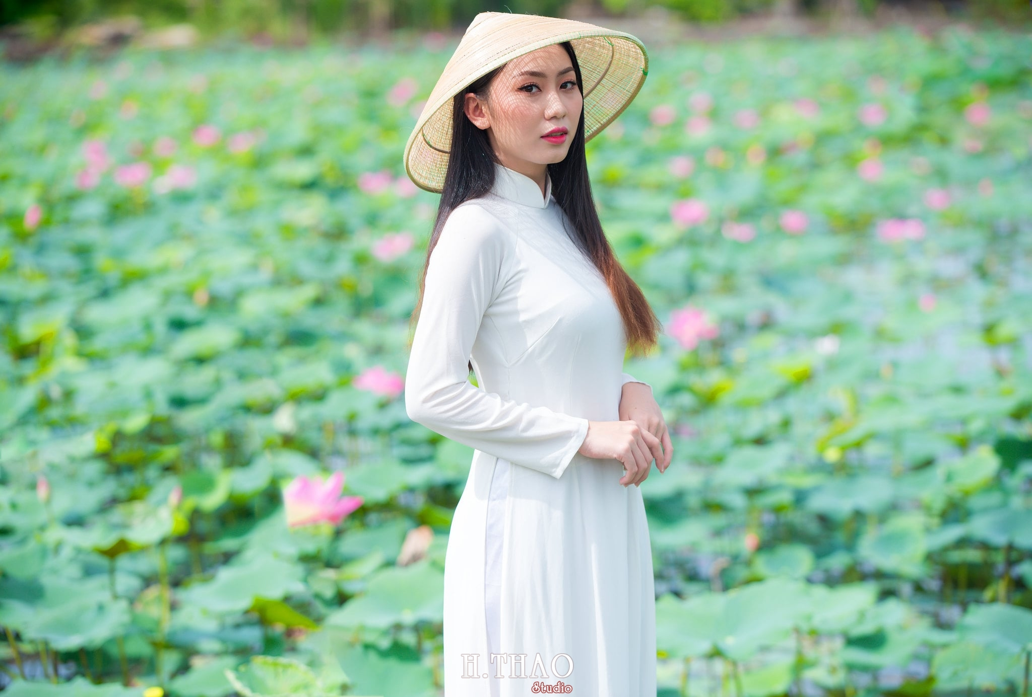 Chup hinh hoa sen 19 - Góc ảnh thiếu nữ bên hoa sen tam đa quận 9 tuyệt đẹp - HThao Studio