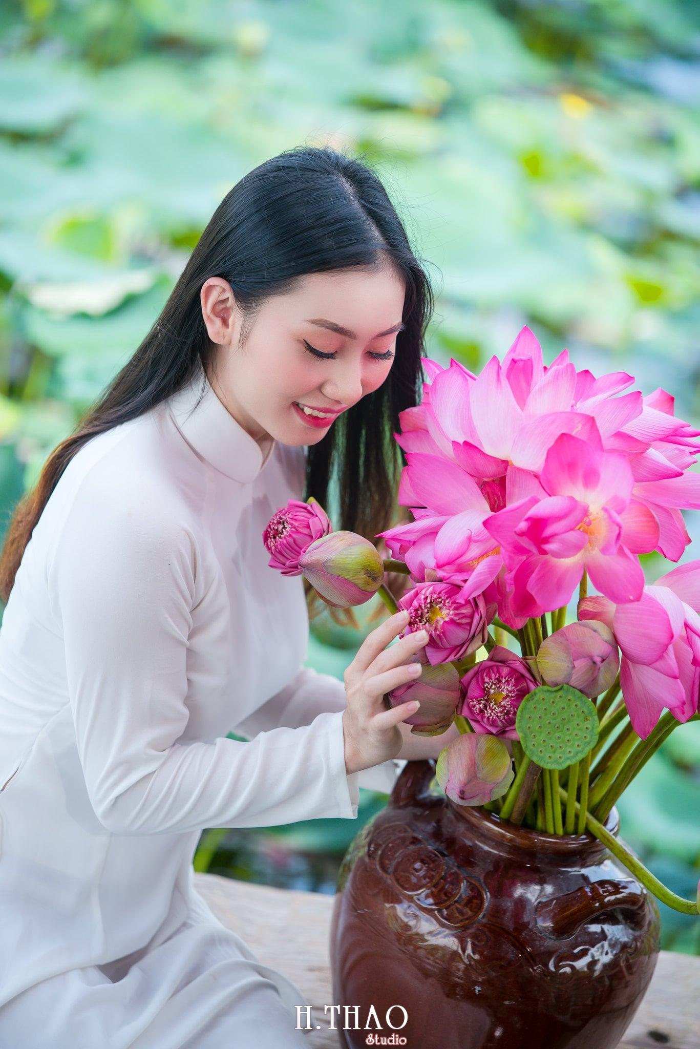 Chup hinh hoa sen 2 - Góc ảnh thiếu nữ bên hoa sen tam đa quận 9 tuyệt đẹp - HThao Studio