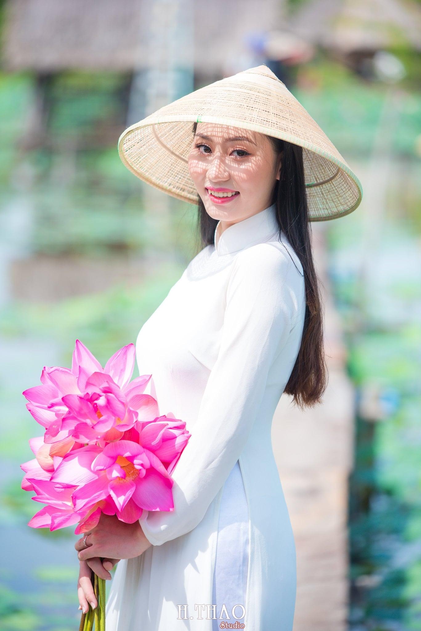 Chup hinh hoa sen 3 - Góc ảnh thiếu nữ bên hoa sen tam đa quận 9 tuyệt đẹp - HThao Studio