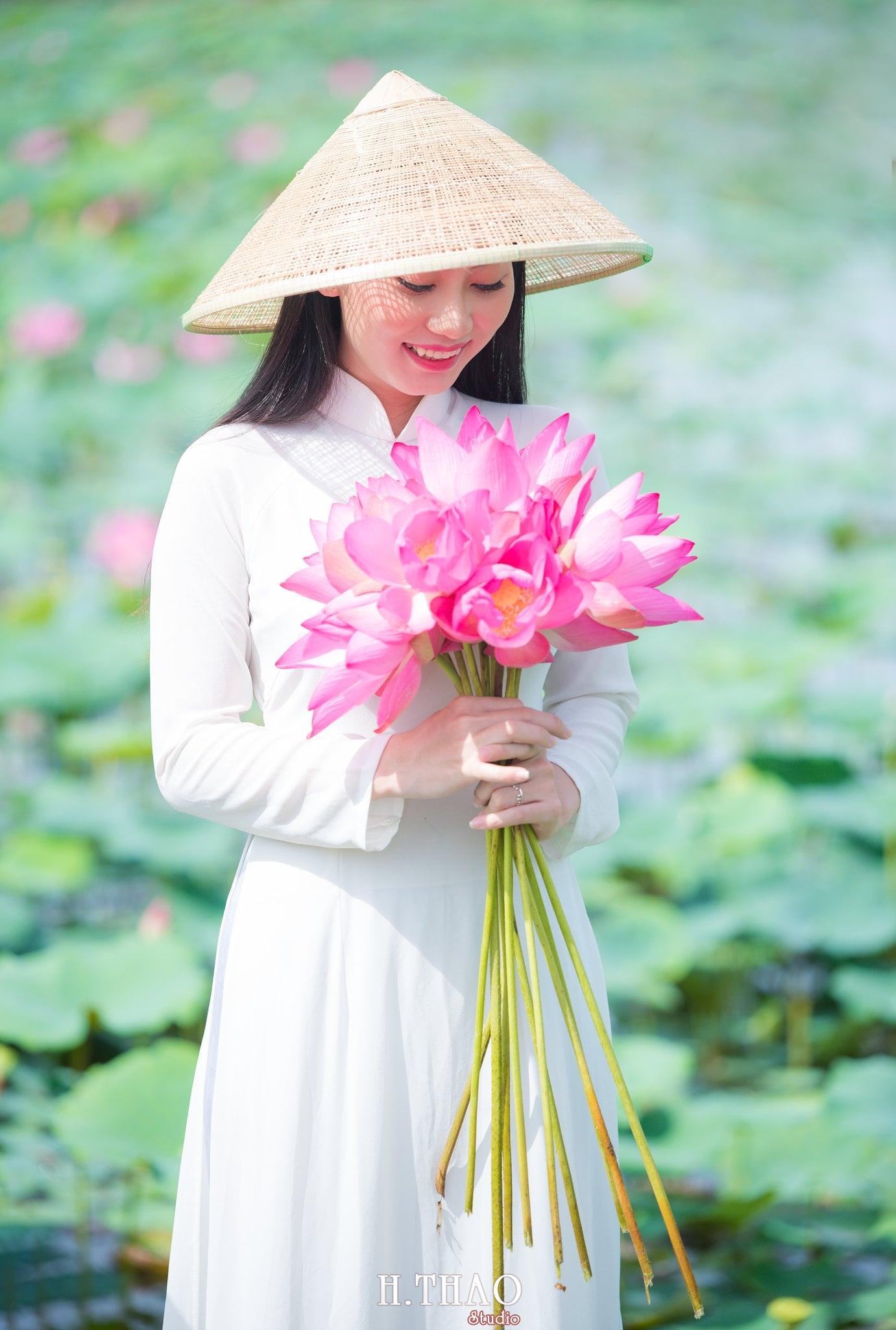 Chup hinh hoa sen 4 - Góc ảnh thiếu nữ bên hoa sen tam đa quận 9 tuyệt đẹp - HThao Studio