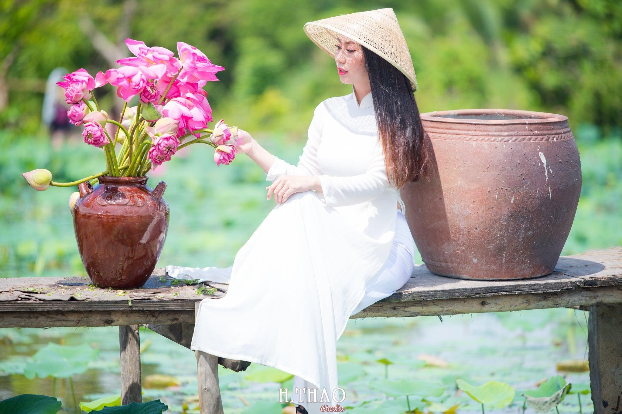 Chup hinh hoa sen 8 - Góc ảnh thiếu nữ bên hoa sen tam đa quận 9 tuyệt đẹp - HThao Studio