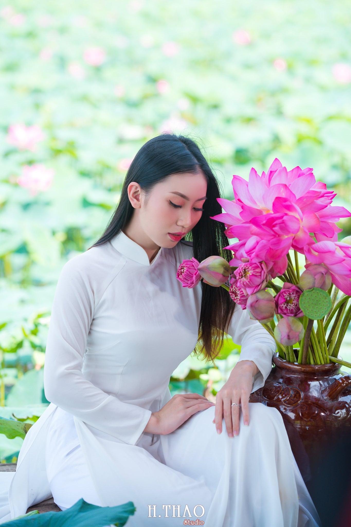 Chup hinh hoa sen 9 - Góc ảnh thiếu nữ bên hoa sen tam đa quận 9 tuyệt đẹp - HThao Studio