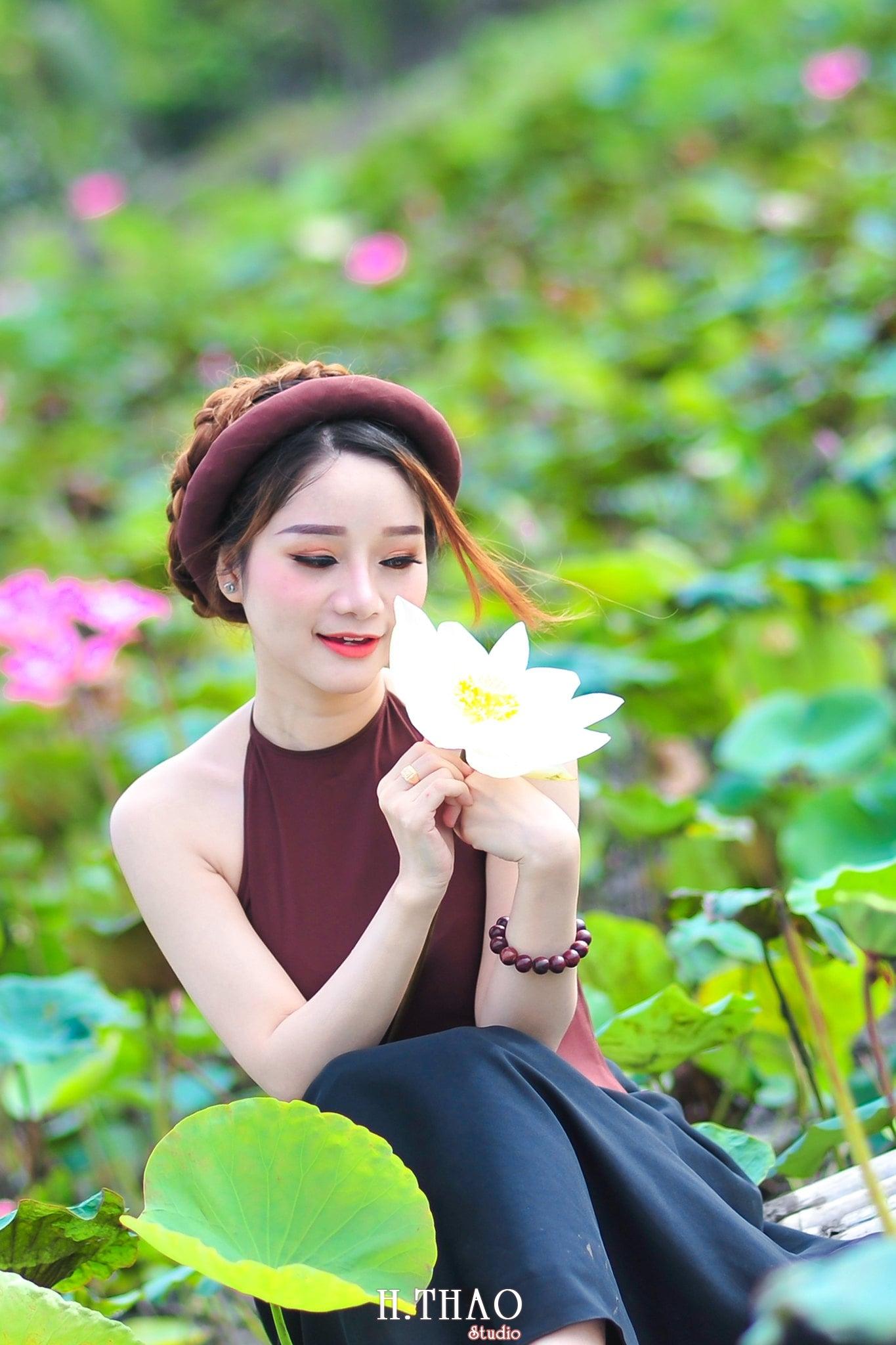 anh sen 11 - Thiếu nữ bên hoa sen - Model Ngọc Huyền