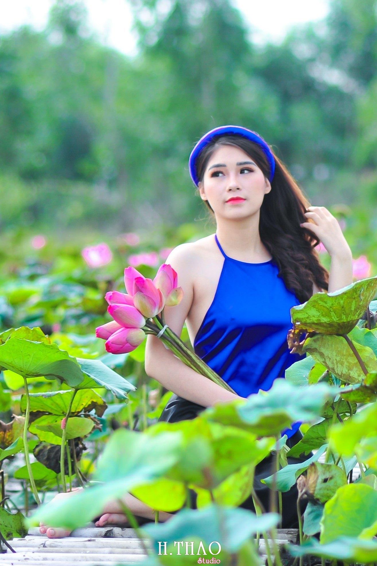 anh sen 13 - 39 cách tạo dáng chụp ảnh với hoa sen tuyệt đẹp - HThao Studio