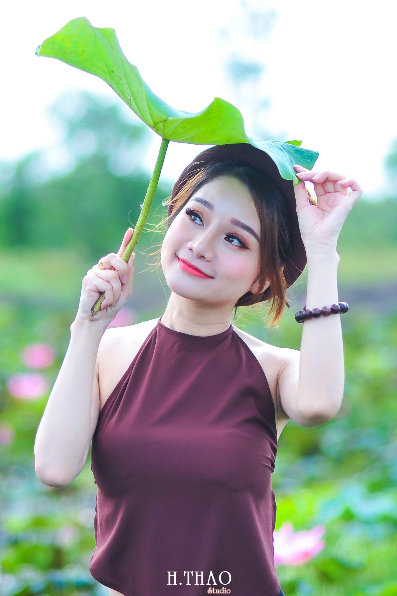 anh sen 14 - Thiếu nữ bên hoa sen - Model Ngọc Huyền
